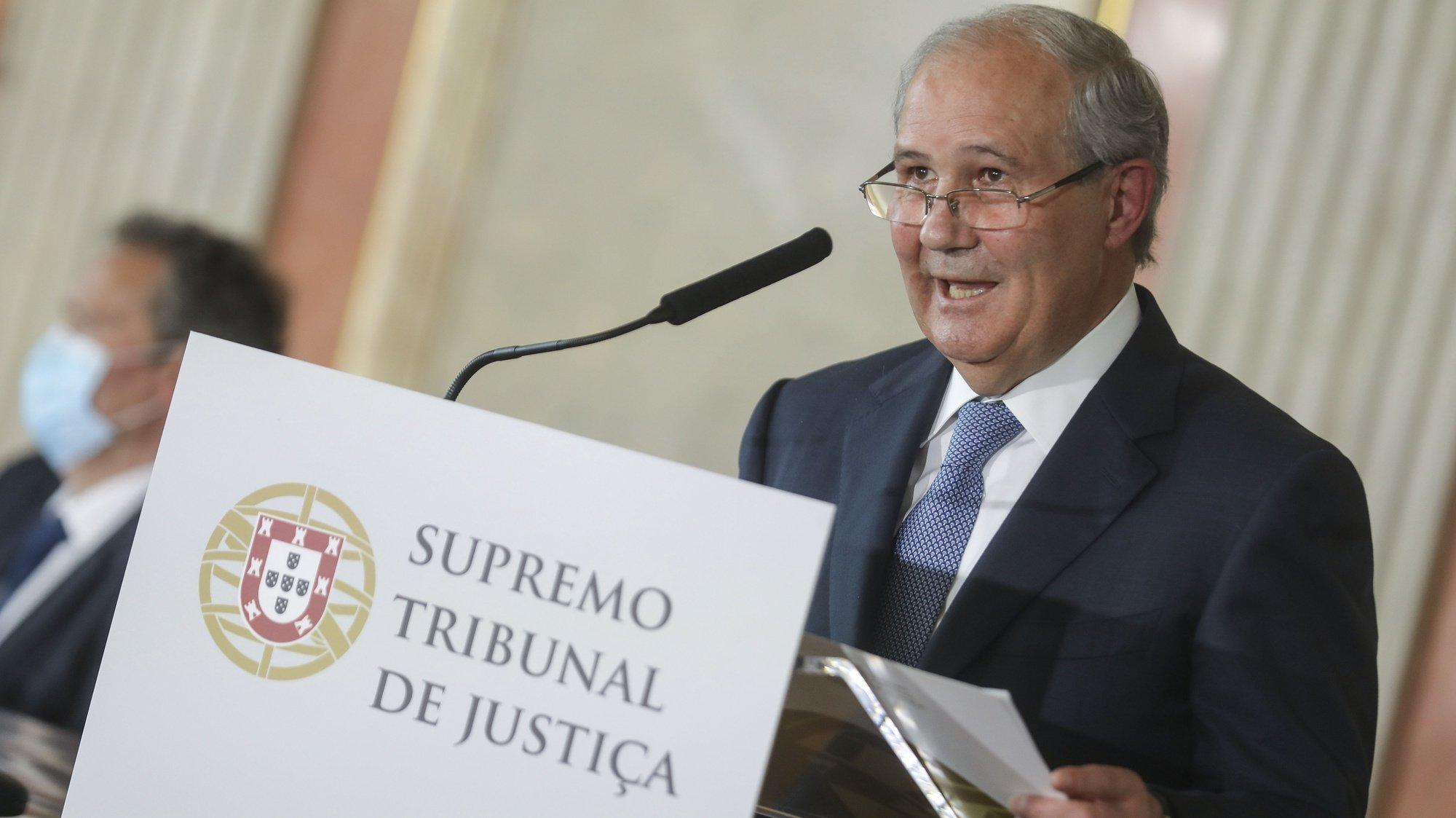 O presidente do Supremo Tribunal de Justiça (STJ), António Joaquim Piçarra, intervém durante a cerimónia de reinauguração das instalações do Supremo Tribunal de Justiça, em Lisboa, 13 de maio de 2021. MIGUEL A. LOPES/LUSA