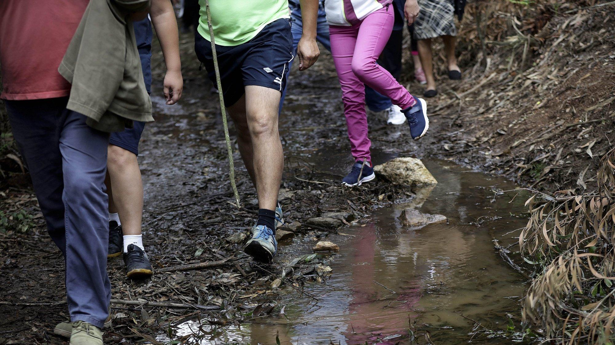 População durante a caminhada contra a instalação do aterro sanitário em Covelas, promovida pelo movimento criado no seio daquela freguesia da Trofa, 14 de junho 2020, MANUEL FERNANDO ARAÚJO/LUSA