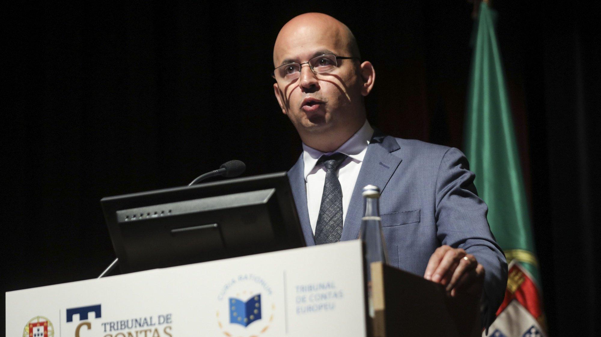 """O ministro de Estado e das Finanças, João Leão, intervém na conferência """"Fundos Europeu: Gestão, Controlo e Responsabilidades"""", esta manhã na Culturgest, em Lisboa, 22 de junho de 2021. MIGUEL A. LOPES/LUSA"""