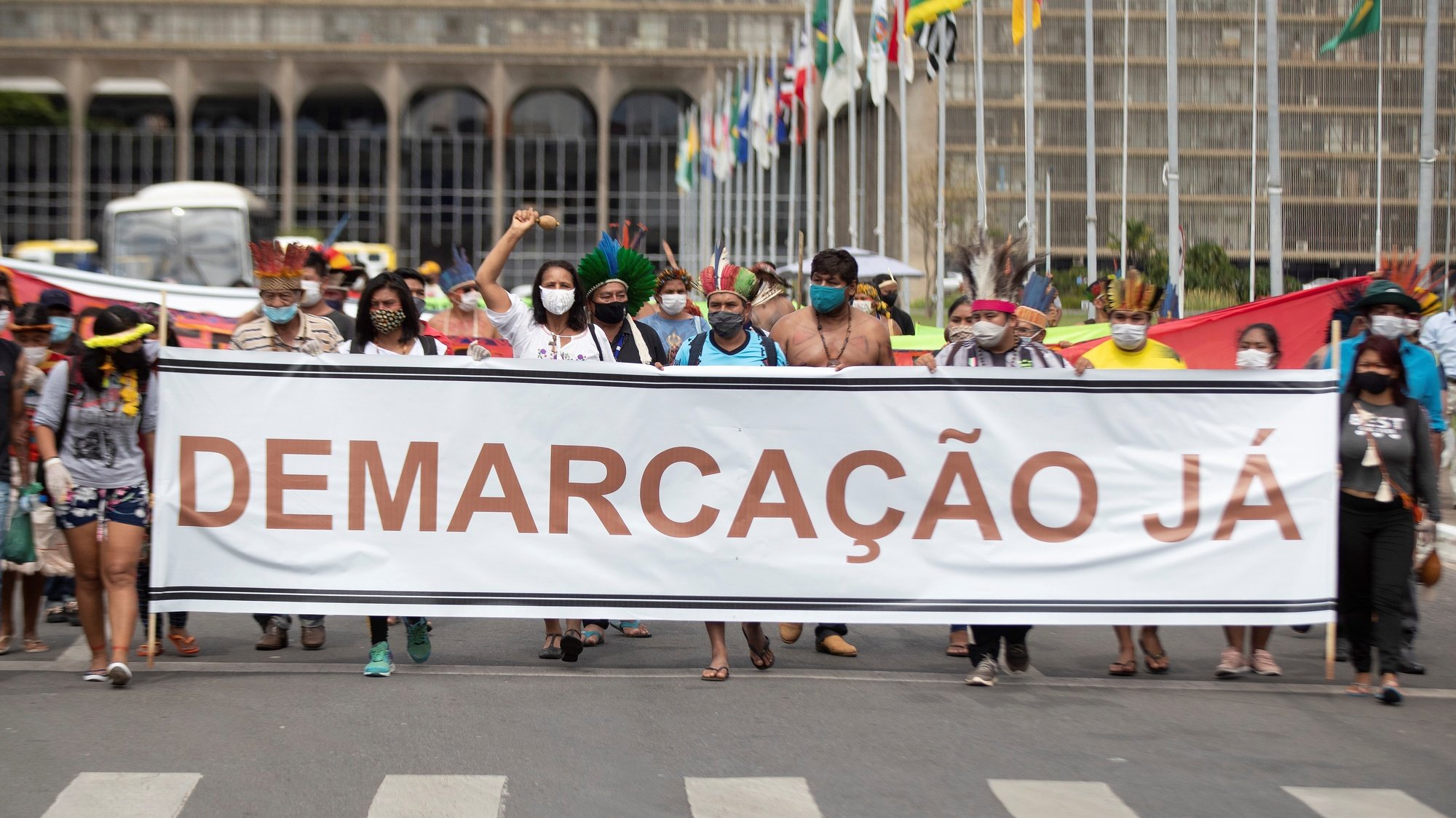 epaselect epa09147633 Indigenous people of several ethnic groups protest calling for the demarcation of their lands and the resignation of the Minister of Environment, Ricardo Salles, in Brasilia, Brazil, 20 April 2021. The members of the indigenous peoples complete two days of protests on 20 April, demanding protection of their rights after the commemoration on 19 April of the Indian Day in Brazil.  EPA/Joédson Alves