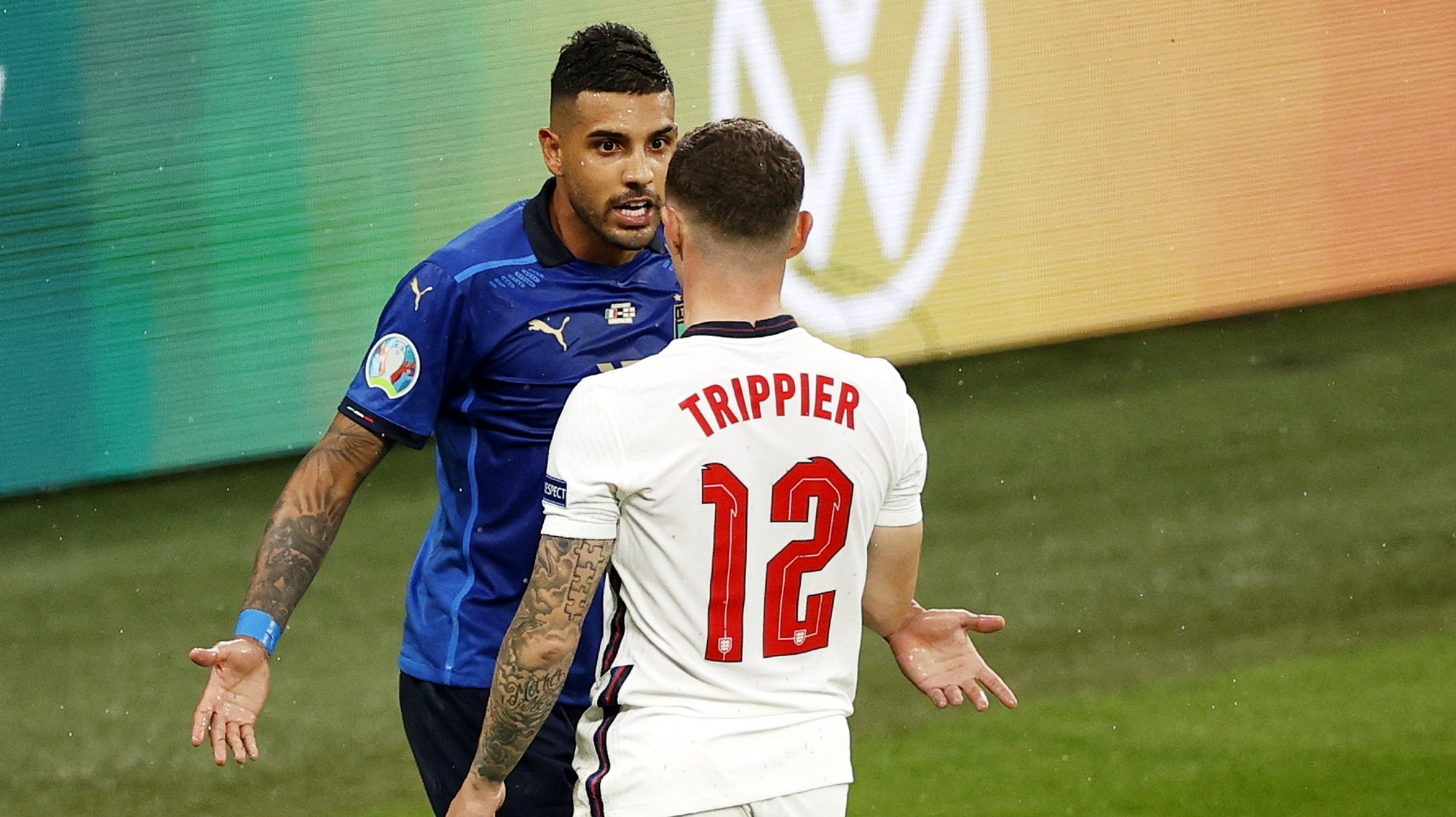 epa09338461 Emerson (L) of Italy talks to Kieran Trippier of England during the UEFA EURO 2020 final between Italy and England in London, Britain, 11 July 2021.  EPA/John Sibley / POOL (RESTRICTIONS: For editorial news reporting purposes only. Images must appear as still images and must not emulate match action video footage. Photographs published in online publications shall have an interval of at least 20 seconds between the posting.)