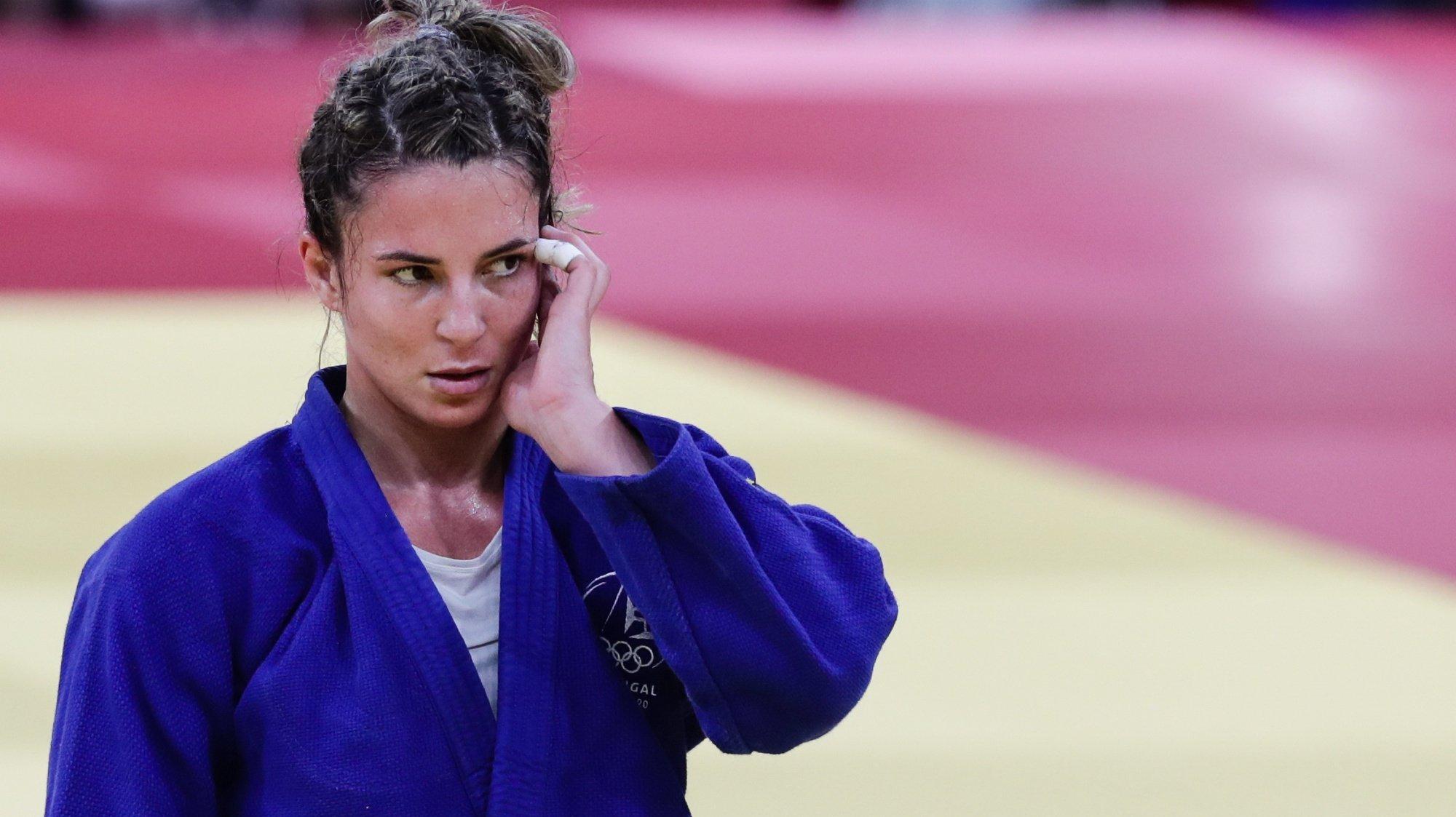 A judoca portuguesa Barbara Timo em ação durante o segundo combate na categoria de -70 kg, com a croata Barbara Matic, nos Jogos Olimpicos de Tóquio2020, no Nipon Bakugan de Tóquio, Japão, 28 de julho de 2021. TIAGO PETINGA/LUSA