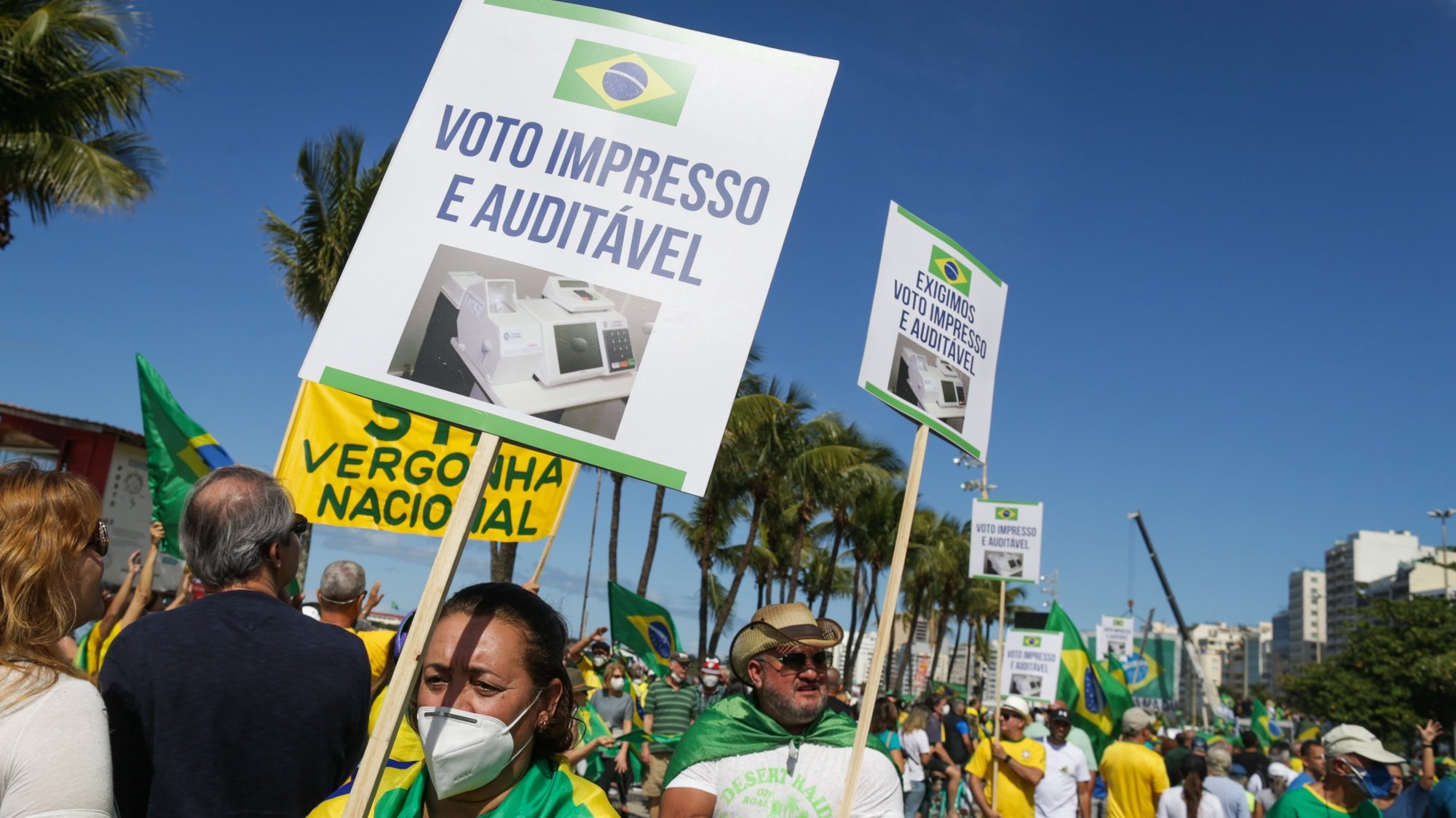 epa09386181 Supporters of the President of Brazil, Jair Bolsonaro, participate in a massive mobilization in favor of the printed vote and to demonstrate their support for the President, in Rio de Janeiro, Brazil, 01 August 2021. Bolsonaro's supporters took to the streets of several cities in the country on 01 August in support of his speech that the electronic voting machines are 'fraudulent.'  EPA/Andre Coelho