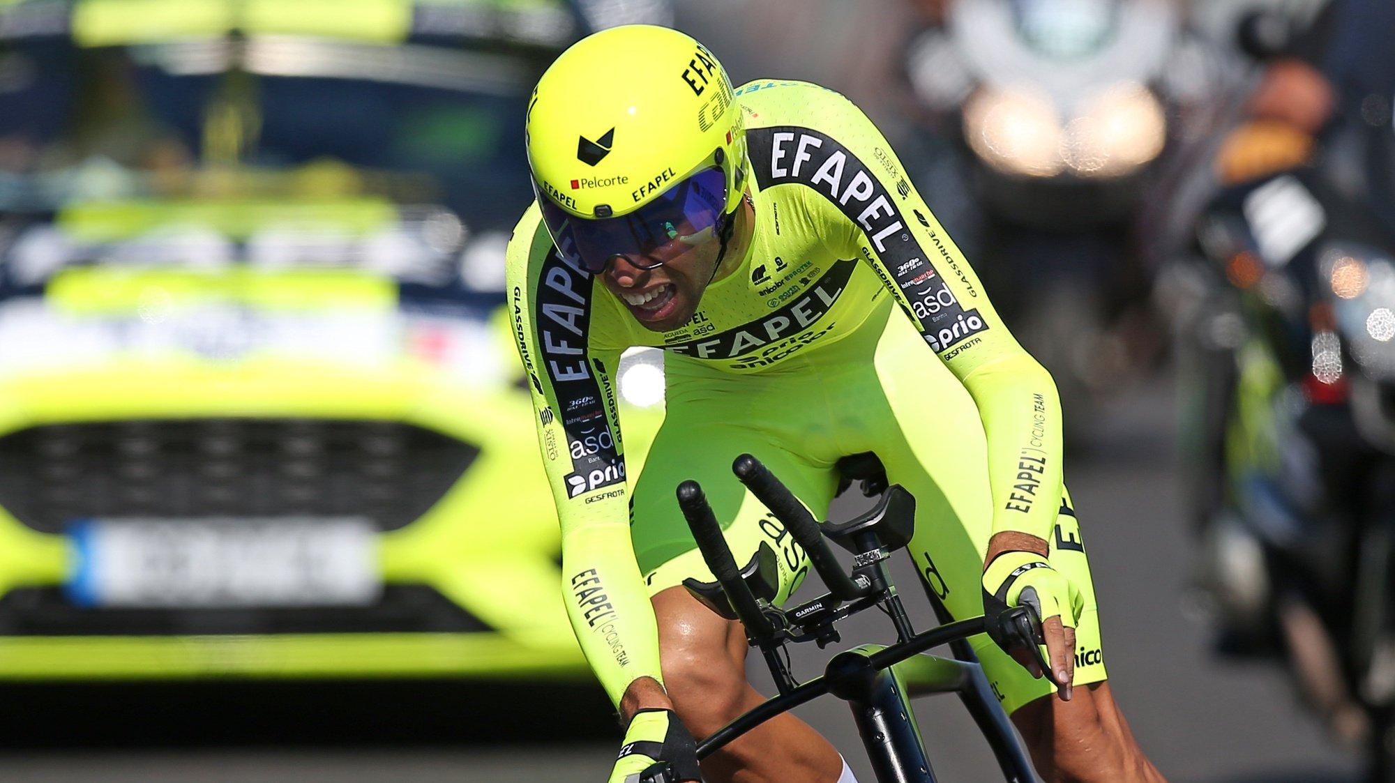 O ciclista da equipa Efapel, Rafael Reis, pedala para a vitória do prólogo da 82ª Volta a Portugal em Bicicleta, com a distância de 5,4 km, em Lisboa, 04 de agosto de 2021. NUNO VEIGA/LUSA