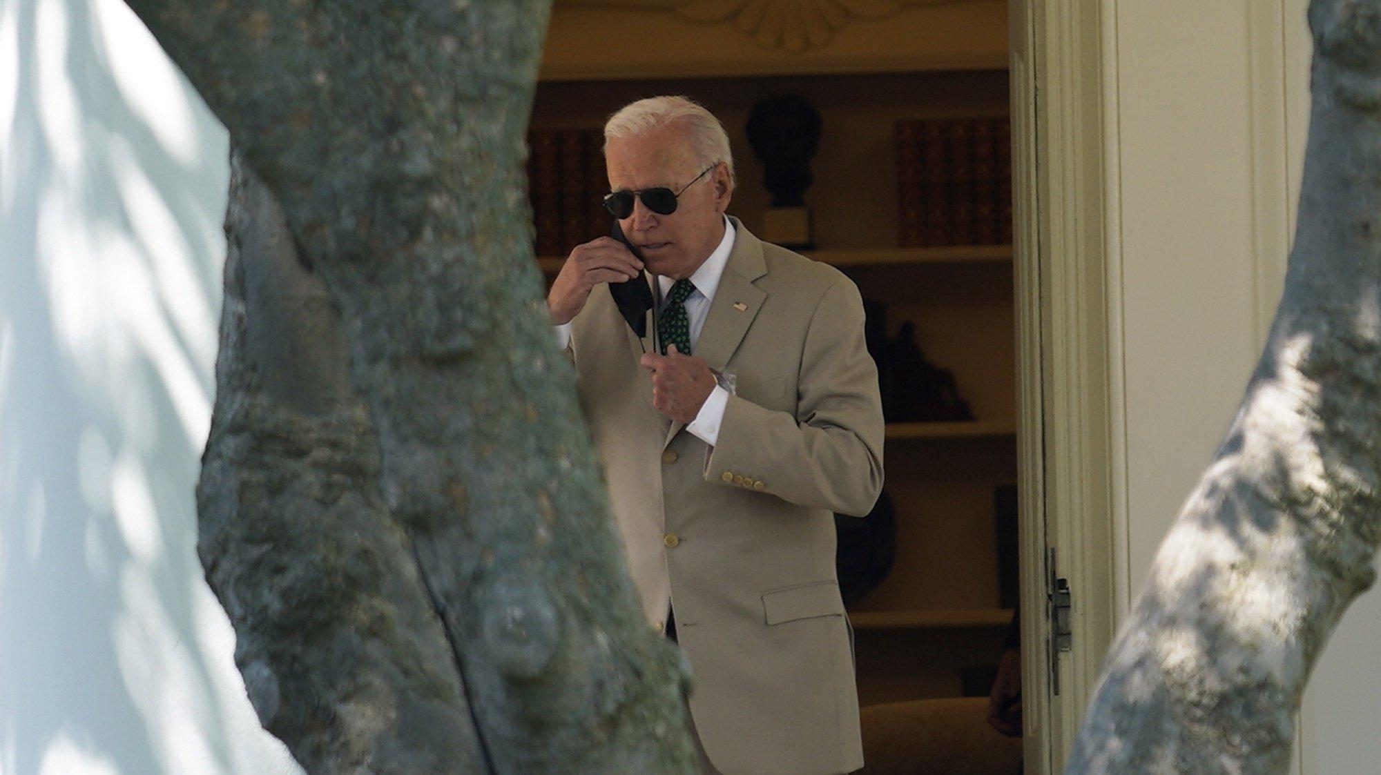 epa09401847 US President Joe Biden walks from the Oval Office as he departs the White House in Washington, DC, USA, 06 August 2021, en route Wilmington, Delaware.  EPA/Yuri Gripas / POOL