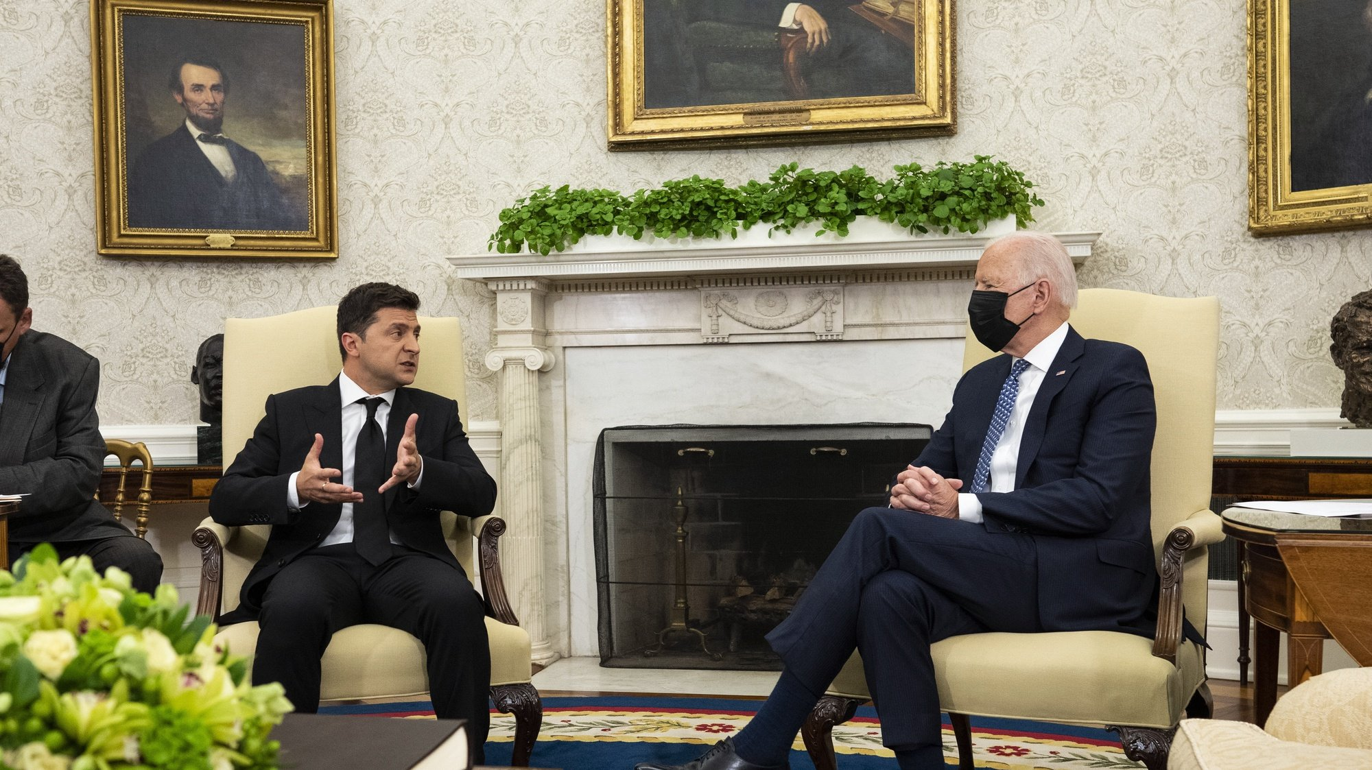 epa09441361 US President Joe Biden (R) listens as he meets with President of Ukraine Volodymyr Zelenskyy (L) in the Oval Office, in the White House, Washington, DC, USA, 01 September 2021.  EPA/Doug Mills / POOL