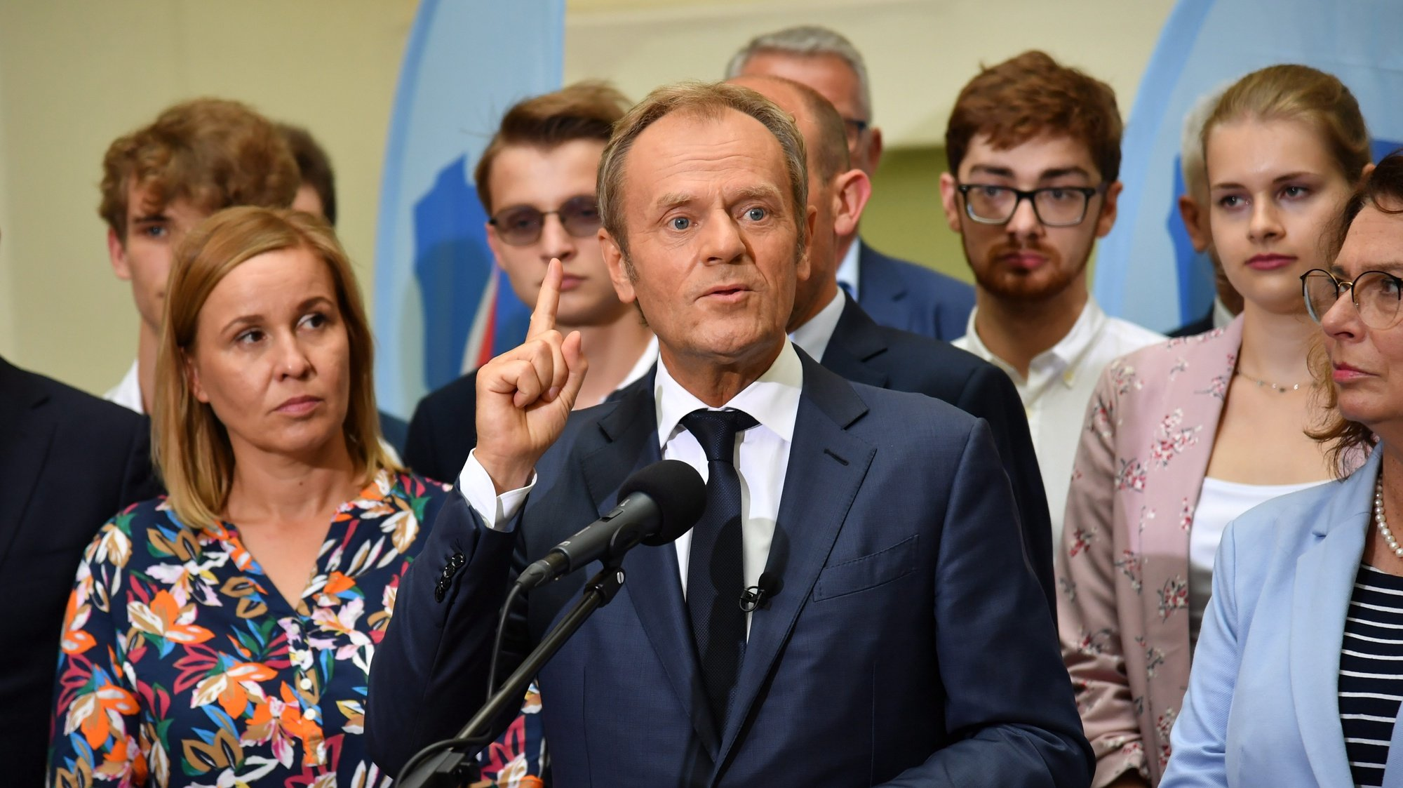 epa09324145 Leader of main opposition party Civic Platform Donald Tusk (C) and deputy Speaker of the Sejm Malgorzata Kidawa-Blonska (R), during a press conference on the White Eagle Square in Szczecin, Poland, 05 July 2021. Leaders of the Civic Platform are on a visit to the West Pomeranian Voivodeship.  EPA/MARCIN BIELECKI POLAND OUT