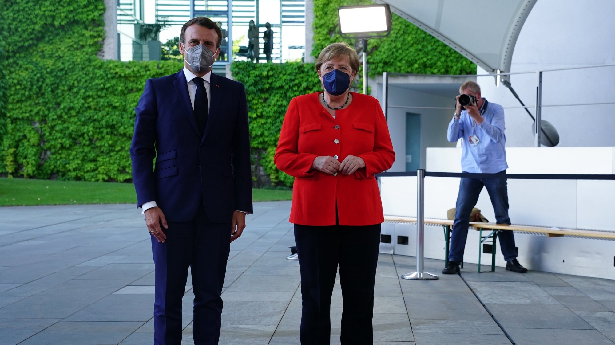 epa09283450 German Chancellor Angela Merkel (R) welcomes French President Emmanuel Macron (L) as he arrives for their meeting at the Chancellery in Berlin, Germany, 18 June 2021. President Macron and Chancellor Merkel will meet for bilateral talks.  EPA/CLEMENS BILAN