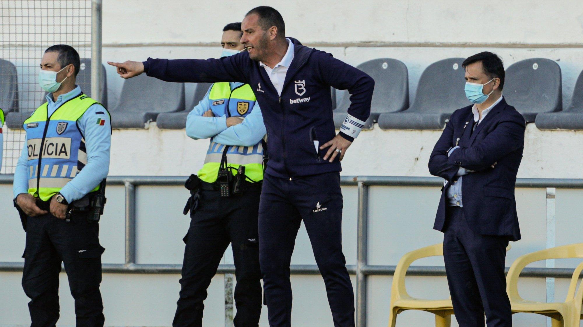 O treinador do Belenenses SAD, Petit, reage durante o jogo da Primeira Liga de Futebol contra o Farense realizado no Estádio de São Luís, em Faro, 13 de março de 2021. LUÍS FORRA/LUSA