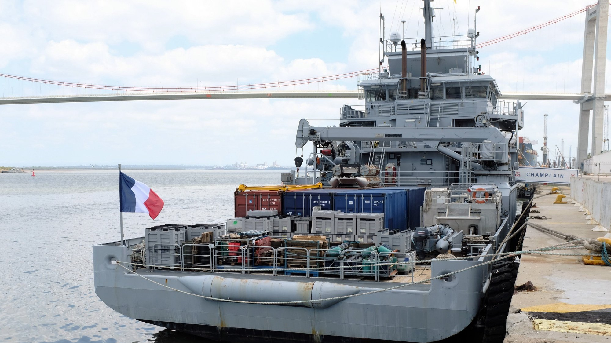 O navio militar francês Champlain, atracado no porto de Maputo, 22 de fevereiro de 2020. ANTÓNIO SILVA/LUSA