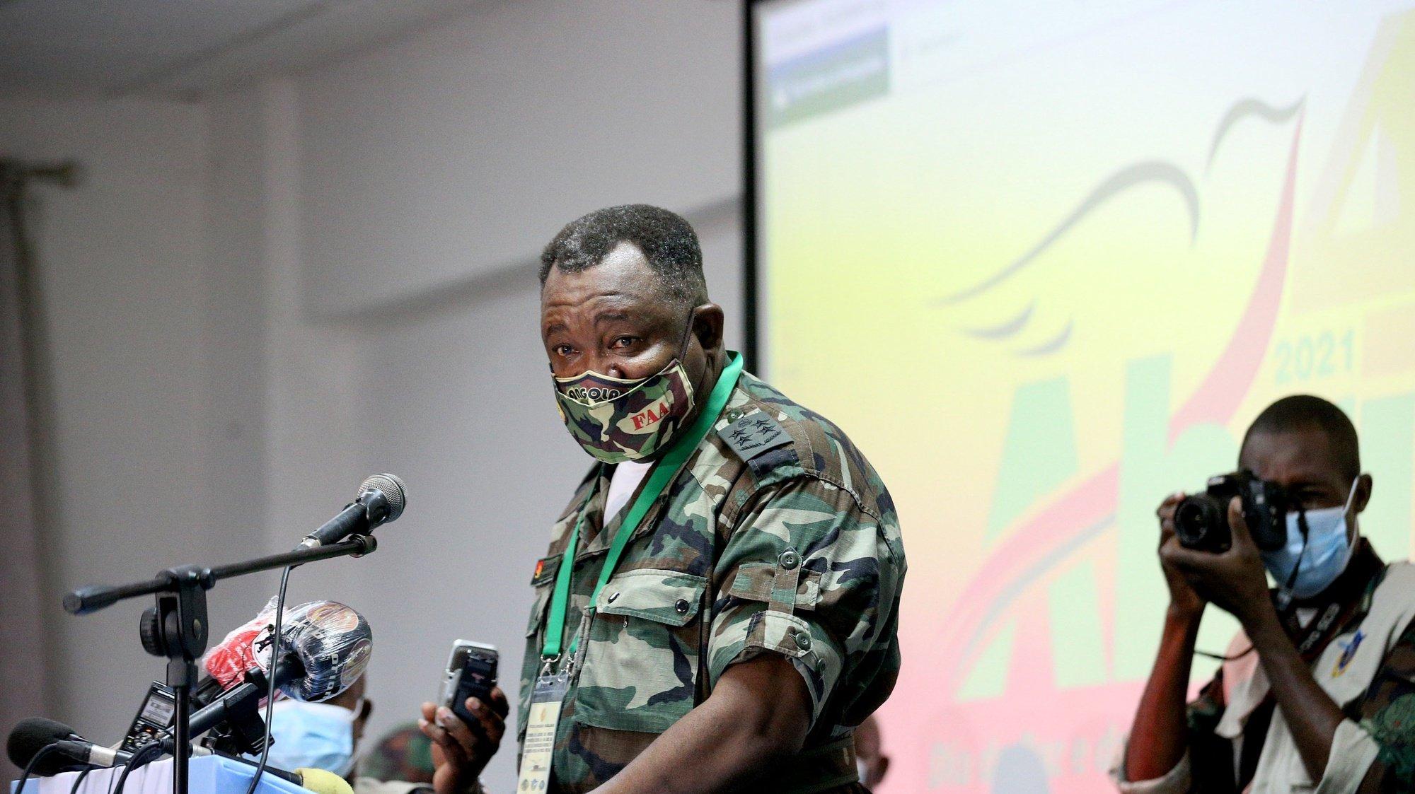 O chefe de Estado-Maior General das Forças Armadas Angolanas (CEMGFAA), general Egídio de Sousa, durante a cerimónia de abertura das jornadas patriotas e do lançamento oficial do web das Forças Armadas Angolanas, sob lema Angola Paz Unidade e Democracia nas Comemorações  do  19º aniversário da assinatura do memorando ao protocolo de Lusaka, Luanda, Angola, 31 de março de 2021. AMPE ROGÉRIO/LUSA