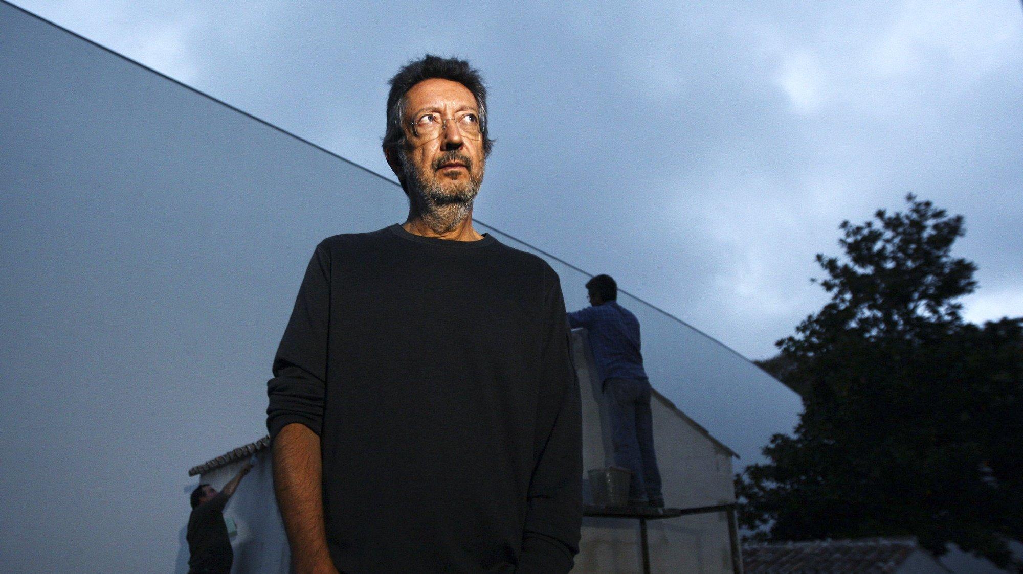 Fotografia de arquivo datada de 22 de novembro de 2012, do artista plástico Julião Sarmento, que morreu hoje, aos 72 anos, em Lisboa, 04 de maio de 2021. ESTELA SILVA/LUSA