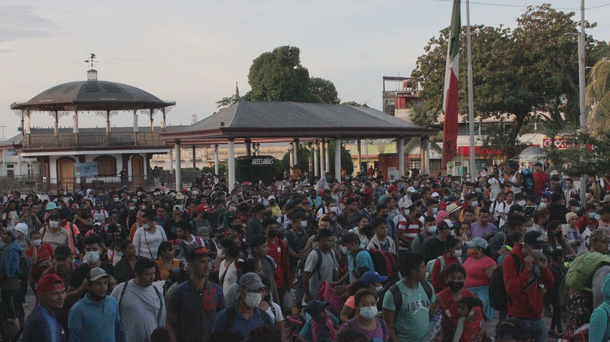 epa09541651 Migrants walk in a group in Tapachula, Chiapas state, Mexico, 23 October 2021. Almost 6000 migrant people coming mainly from Haiti, El Salvador, Honduras, and Guatemala took the road in a group early 23 October from Tapachula, south of Mexico near Guatemala, intending to reach Mexico City, in the center of the country.  EPA/Juan Manuel Blanco