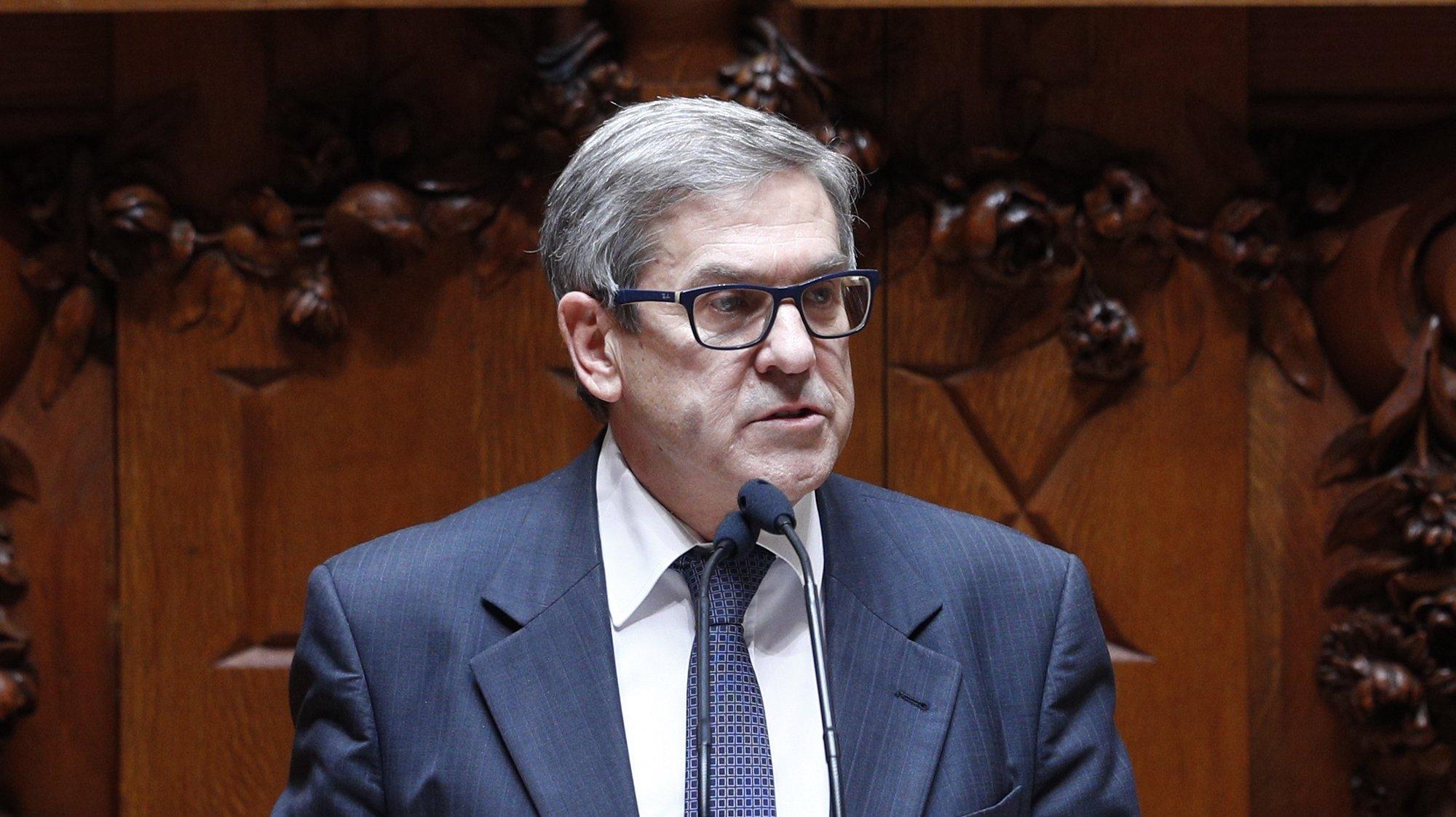 O deputado do Partido Socialista (PS), Jorge Lacão, intervém durante o debate sobre o enriquecimento injustificado, que decorreu na Assembleia da República em Lisboa, 25 de junho de 2021.  ANTÓNIO COTRIM/LUSA