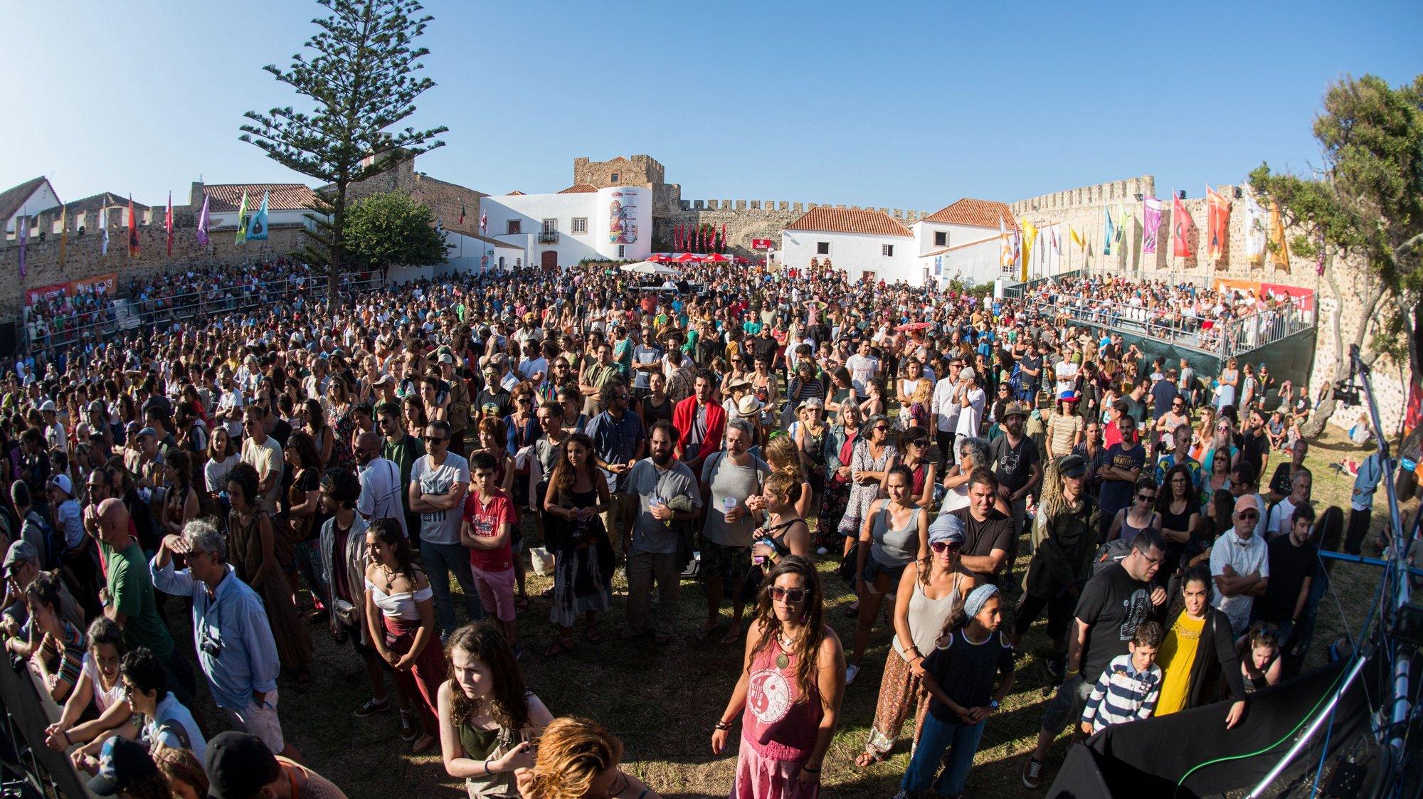 Festivaleiros durante a 21.ª edição do Festival Músicas do Mundo, FMM Sines 2019, em Sines, 26 de julho de 2019. TIAGO CANHOTO/LUSA