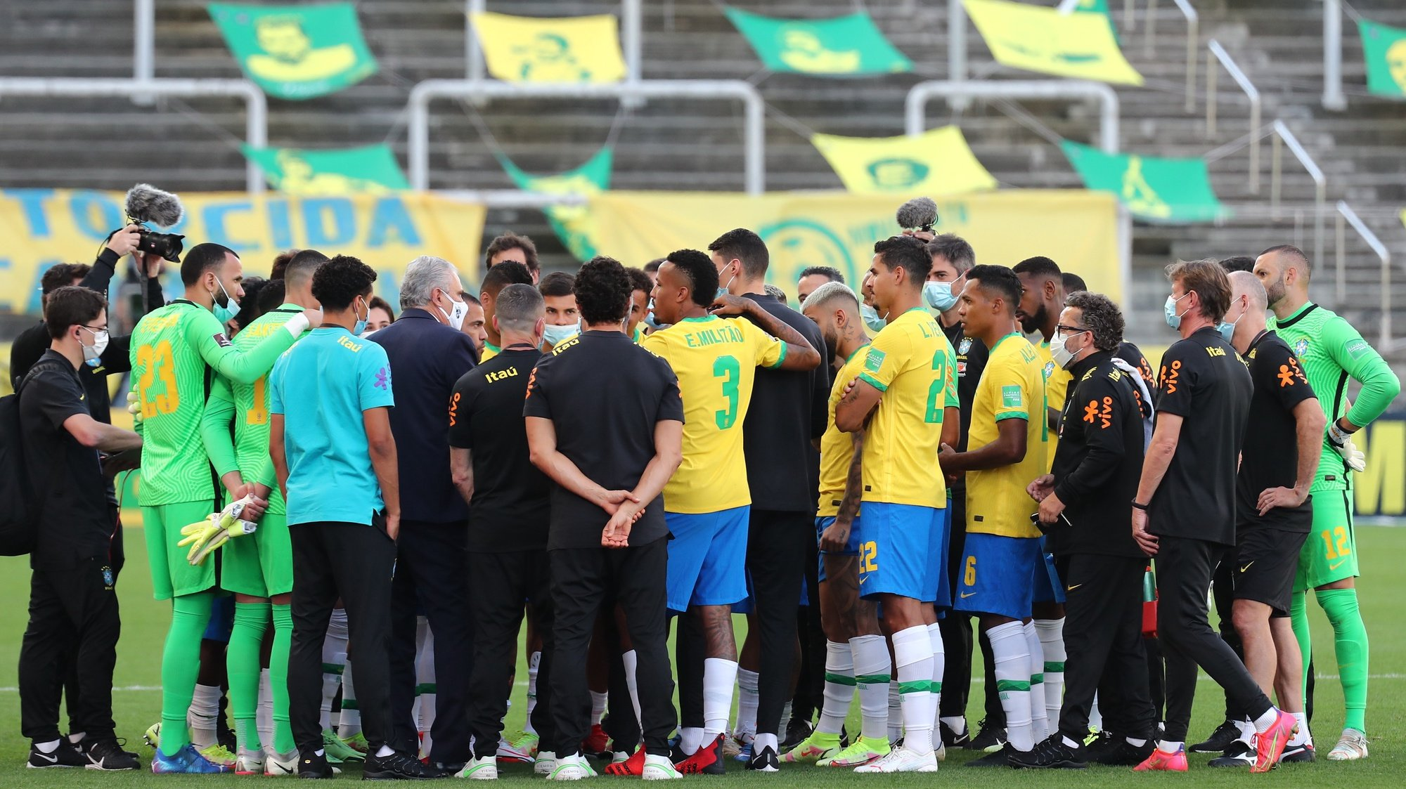 epa09450375 Brazil's coach Tite (5-L) speaks with his players after Brazilian health officials stopped a match against Argentina for the South American soccer qualifiers to the Qatar 2022 World Cup, at the Arena Sao Paulo Stadium, in Sao Paulo, Brazil, 05 September 2021. The National Health Surveillance Agency (Anvisa, regulator) of Brazil interrupted the match between Brazil and Argentina due to an alleged irregularity in the immigration of four visiting players, in a controversial decision that led to the withdrawal of the teams and the referees.  EPA/Sebastiao Moreira