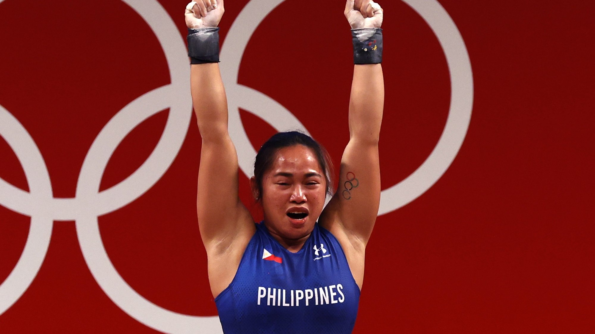 epa09367684 Hidilyn Diaz of the Philippines reacts in the Women's 55kg Snatch during the Weightlifting events of the Tokyo 2020 Olympic Games at the Tokyo International Forum in Tokyo, Japan, 26 July 2021.  EPA/JEON HEON-KYUN
