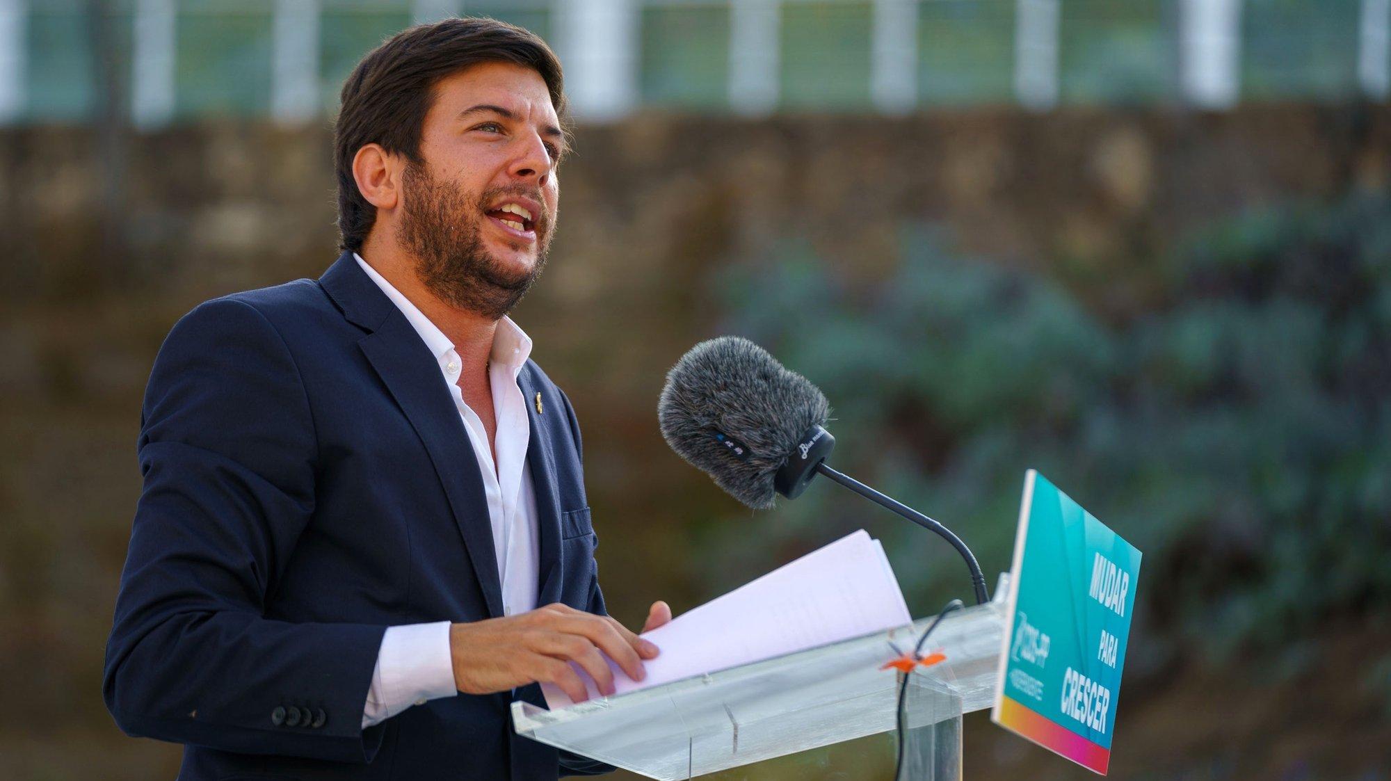 O presidente do CDS-PP, Francisco Rodrigues dos Santos, discursa durante as comemorações do 47º aniversário do partido, em Sever do Vouga, 24 de julho de 2021.  SÉRGIO AZENHA/LUSA