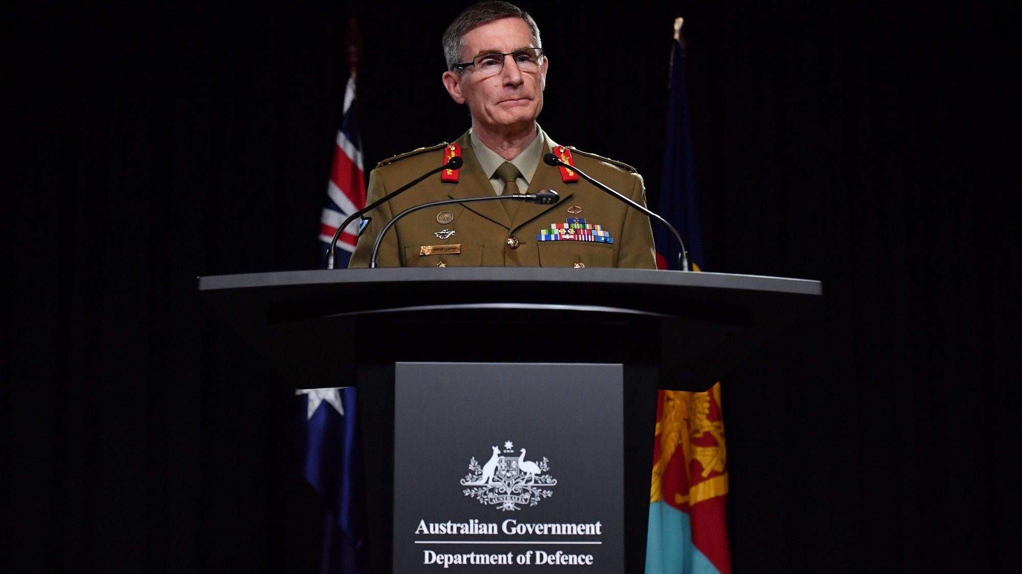 epa08828545 Chief of the Australian Defence Force (ADF) General Angus Campbell delivers the findings from the Inspector-General of the Australian Defence Force Afghanistan Inquiry, in Canberra, Australia, 19 November 2020. A landmark report has shed light on alleged war crimes by Australian troops serving in Afghanistan.  EPA/MICK TASIKAS AUSTRALIA AND NEW ZEALAND OUT