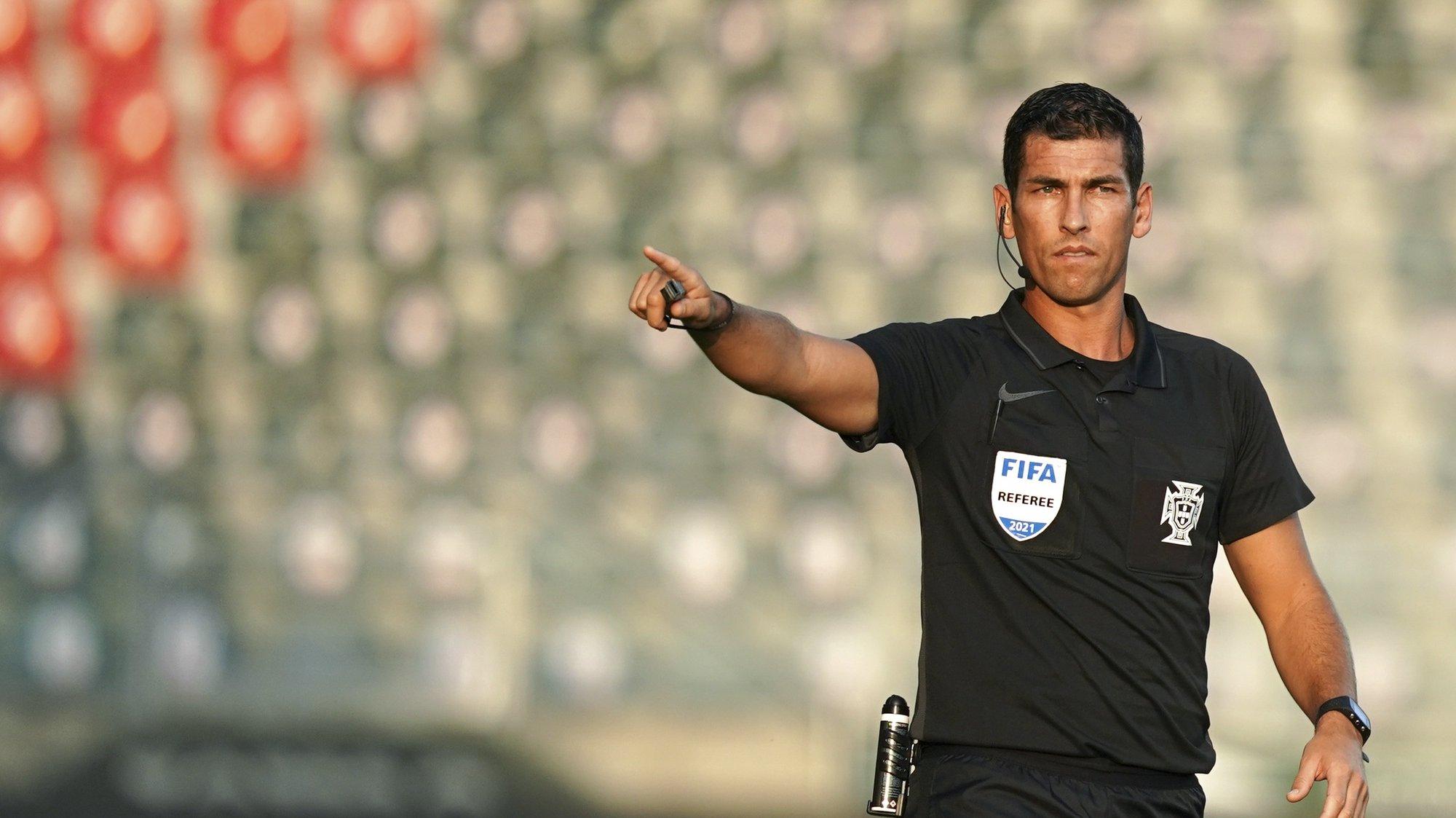 O árbitro Fábio Verissimo no jogo entre Paços de Ferreira e o Estoril a contar para a Primeira Liga de Futebol realizado no Estádio da Mata Real em Paços de Ferreira, 23 de agosto 2021. HUGO DELGADO/LUSA