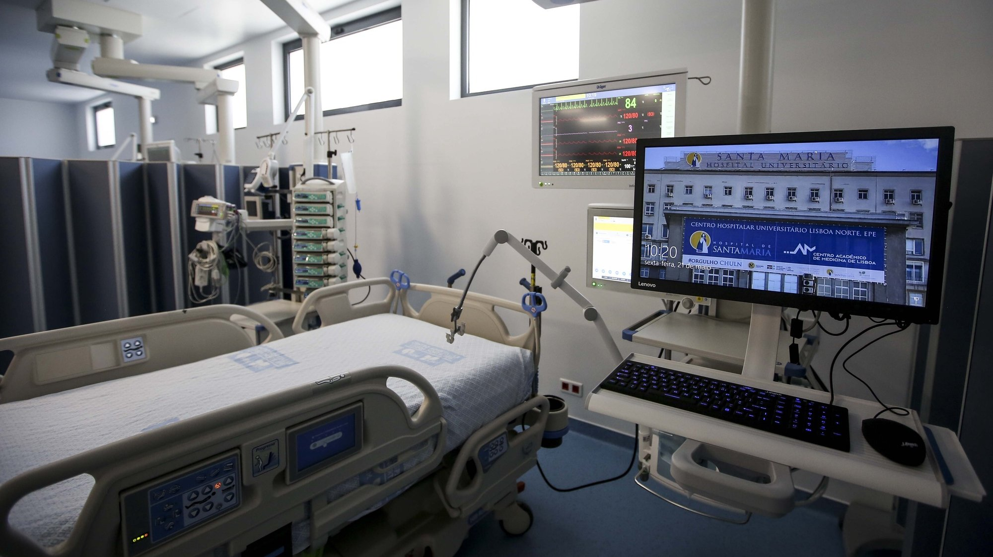 A ministra da Saúde, Marta Temido (ausente da imagem) inaugura a nova Unidade de Cuidados Intensivos Polivalente do Hospital de Santa Maria  no Centro Hospitalar Universitário Lisboa, que passa a ser a maior UCI do país, com 25 camas. 21 de maio de 2021. NUNO FOX/LUSA