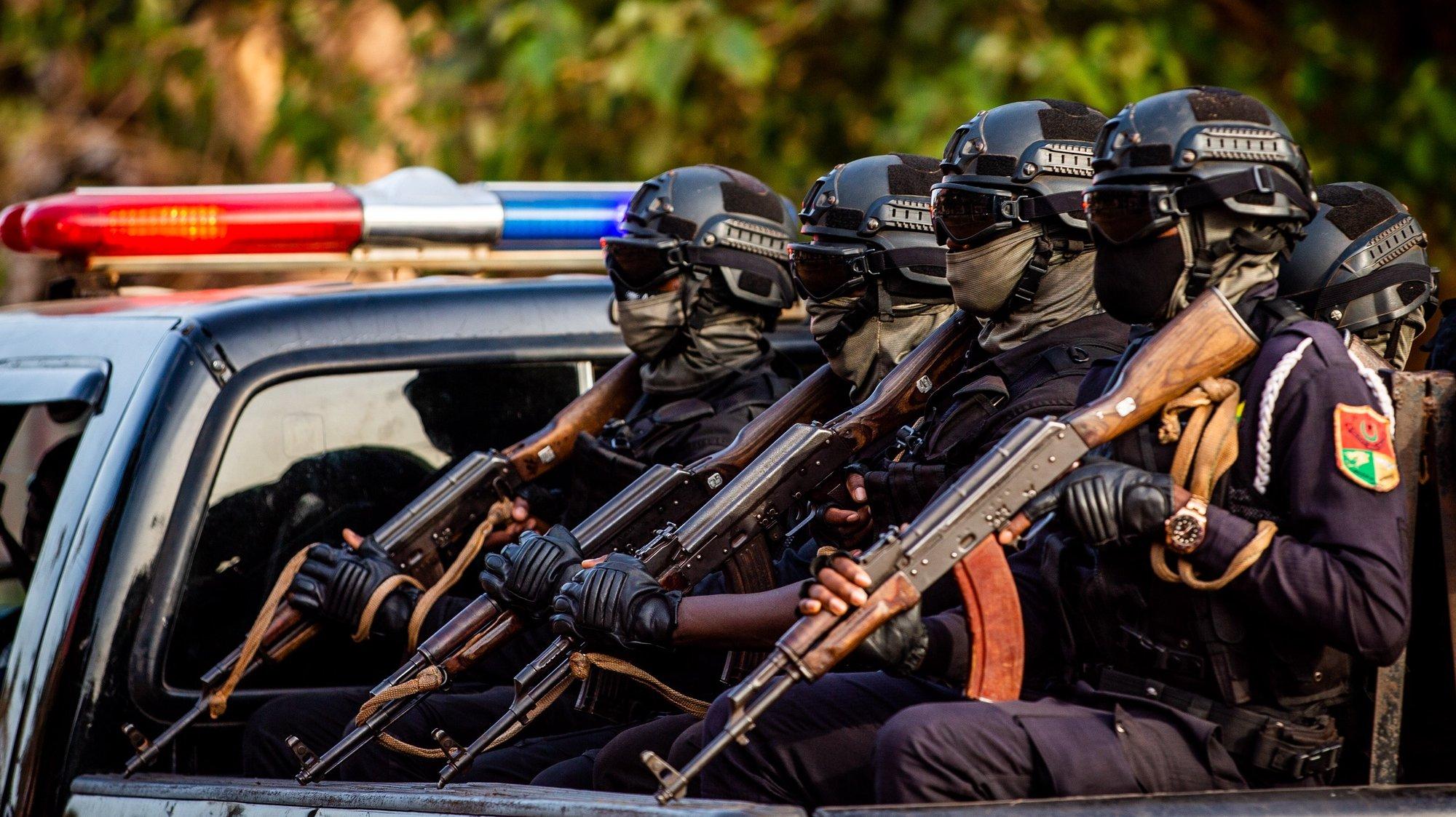 Militares na rua em Bissau, na Guiné-Bissau, 15 de maio de 2021. JOSÉ SENA GOULÃO/LUSA