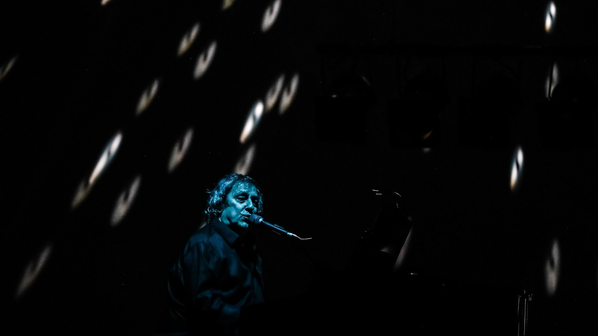 """Jorge Palma durante o concerto de encerramento da digressão """"Expresso do Outono"""", no Centro de Artes e Espetáculos da Figueira da Foz, 15 de dezembroo de 2019. (ACOMPANHA TEXTO).  PAULO NOVAIS/LUSA"""
