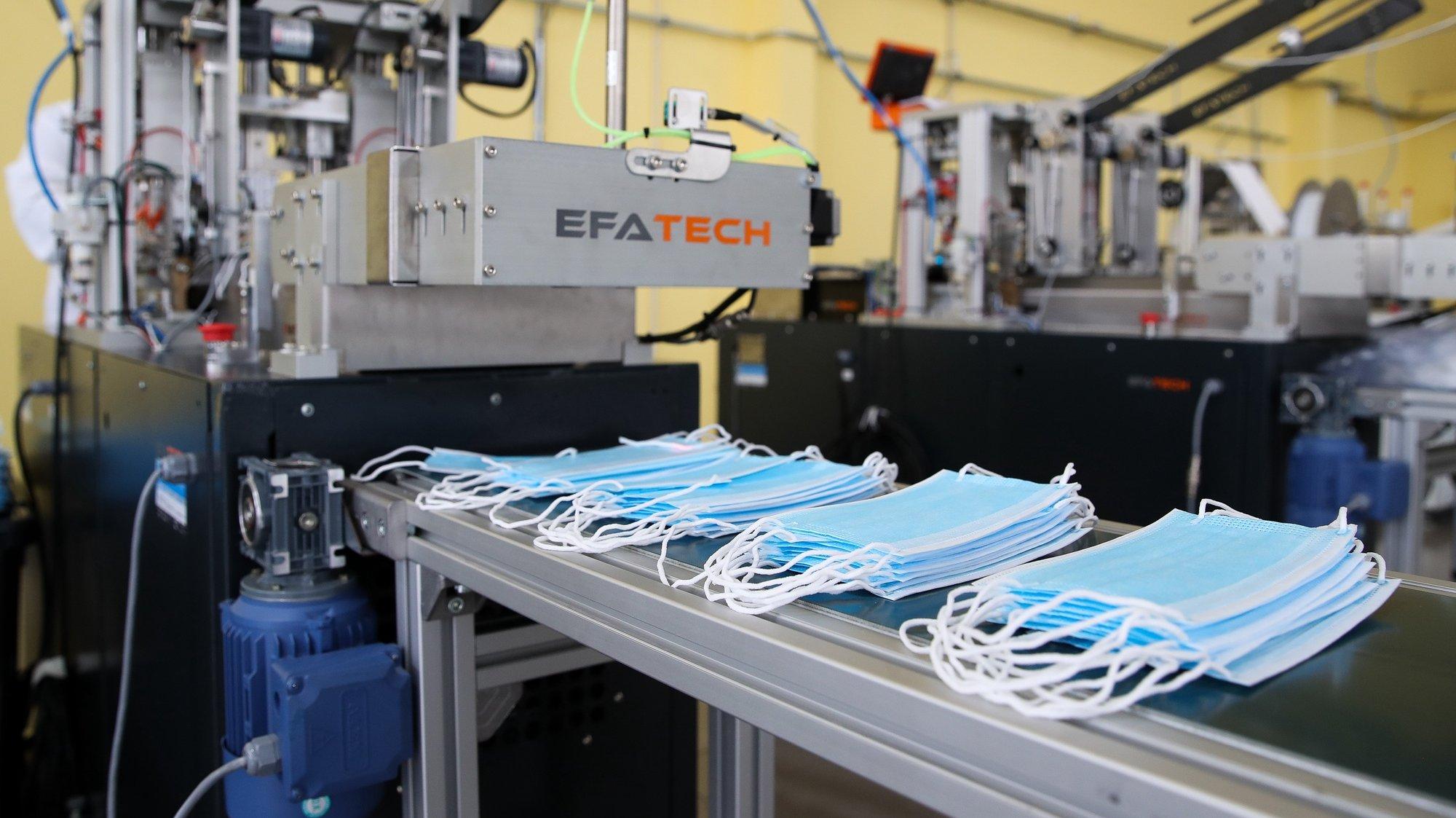 Produção de máscaras de proteção cirúrgicas na empresa Walking Habit, na Figueira da Foz, 04 de fevereiro de 2021. Criada em 2020, durante a pandemia covid-19, para produzir máscaras de proteção  a empresa Walking Habit, e já exporta 25% da sua produção, que atinge mais de quatro milhões de dispositivos mensais, (ACOMPANHA TEXTO DA LUSA DO DIA 07 DE FEVEREIRO DE 2021). PAULO NOVAIS/LUSA