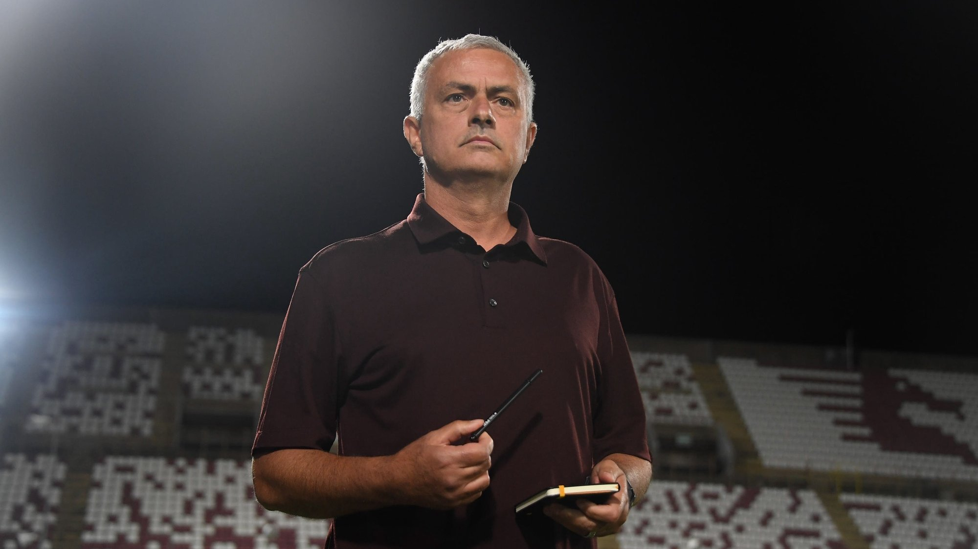 epa09436208 Roma's coach Jose Mourinho prior to the Italian Serie A soccer match between US Salernitana and AS Roma at the Arechi stadium in Salerno, Italy, 29 August 2021.  EPA/MASSIMO PICA