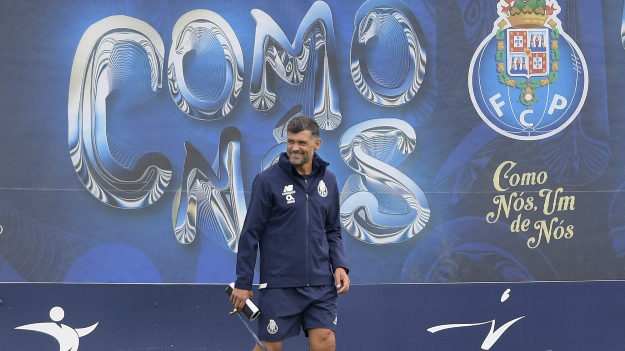epa09467166 FC Porto's head coach Sergio Conceicao during a training session in Vila Nova de Gaia, Portugal, 14 September 2021. FC Porto will face Atletico Madrid in their UEFA Champions League group stage soccer match in Madrid, Spain on 15 September 2021.  EPA/FERNANDO VELUDO