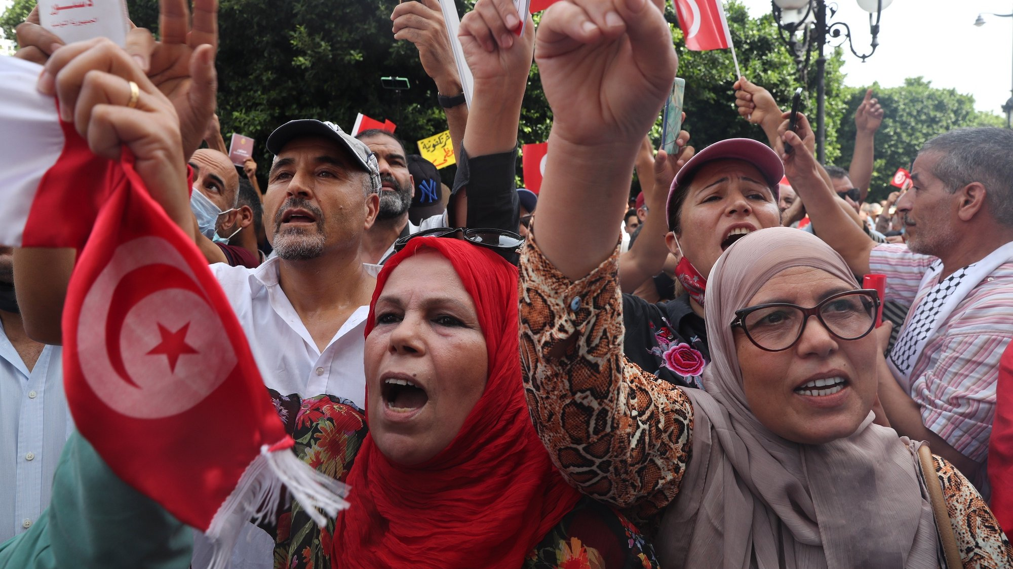 epa09489668 Opponents of Tunisia's President Kais Saied shout slogans as they take part in a protest against what they call his coup on 25 July, in Tunis, Tunisia, 26 September 2021. Tunisian President Saied suspended the country's parliament and dismiss the Prime Minister Hichem Mechichi on 25 July 2021.  EPA/MOHAMED MESSARA