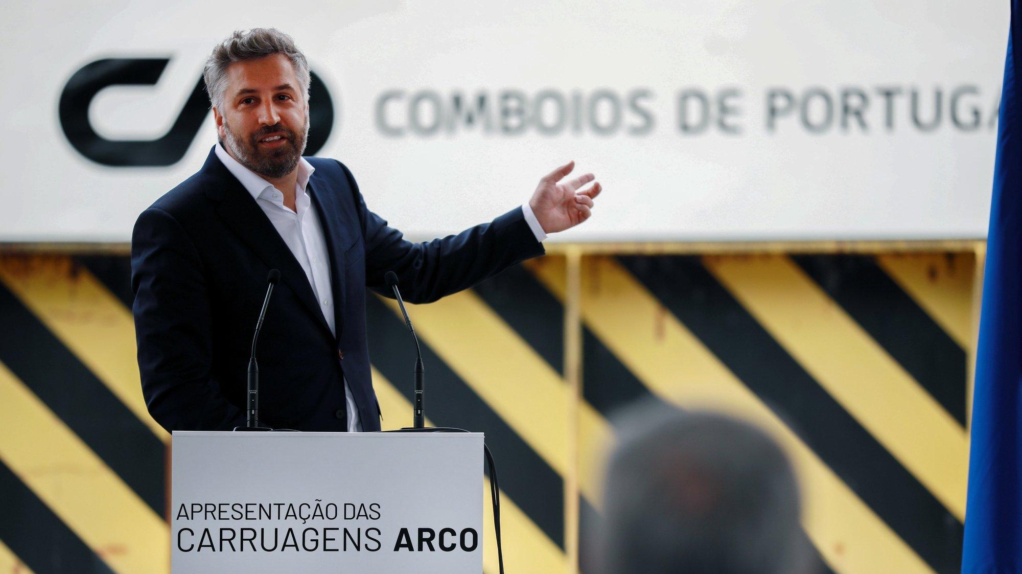 O ministro das Infraestruturas e da Habitação, Pedro Nuno Santos, discursa durante a cerimónia de apresentação das novas carruagens ARCO adquiridas pela CP à RENFE, no Parque Oficinal de Guifões, em Matosinhos, 23 de julho de 2021. ESTELA SILVA/LUSA