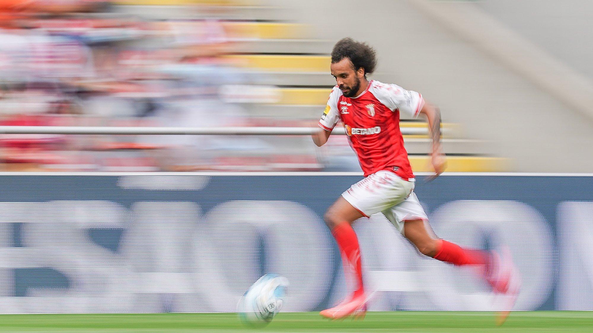 Fábio Martins do Sporting de Braga em ação contra o Vitória de Guimarães  durante o jogo da quarta jornada a contar para a Primeira Liga de Futebol  realizado no Estádio Municipal de Braga, 29 Agosto 2021. HUGO DELGADO/LUSA