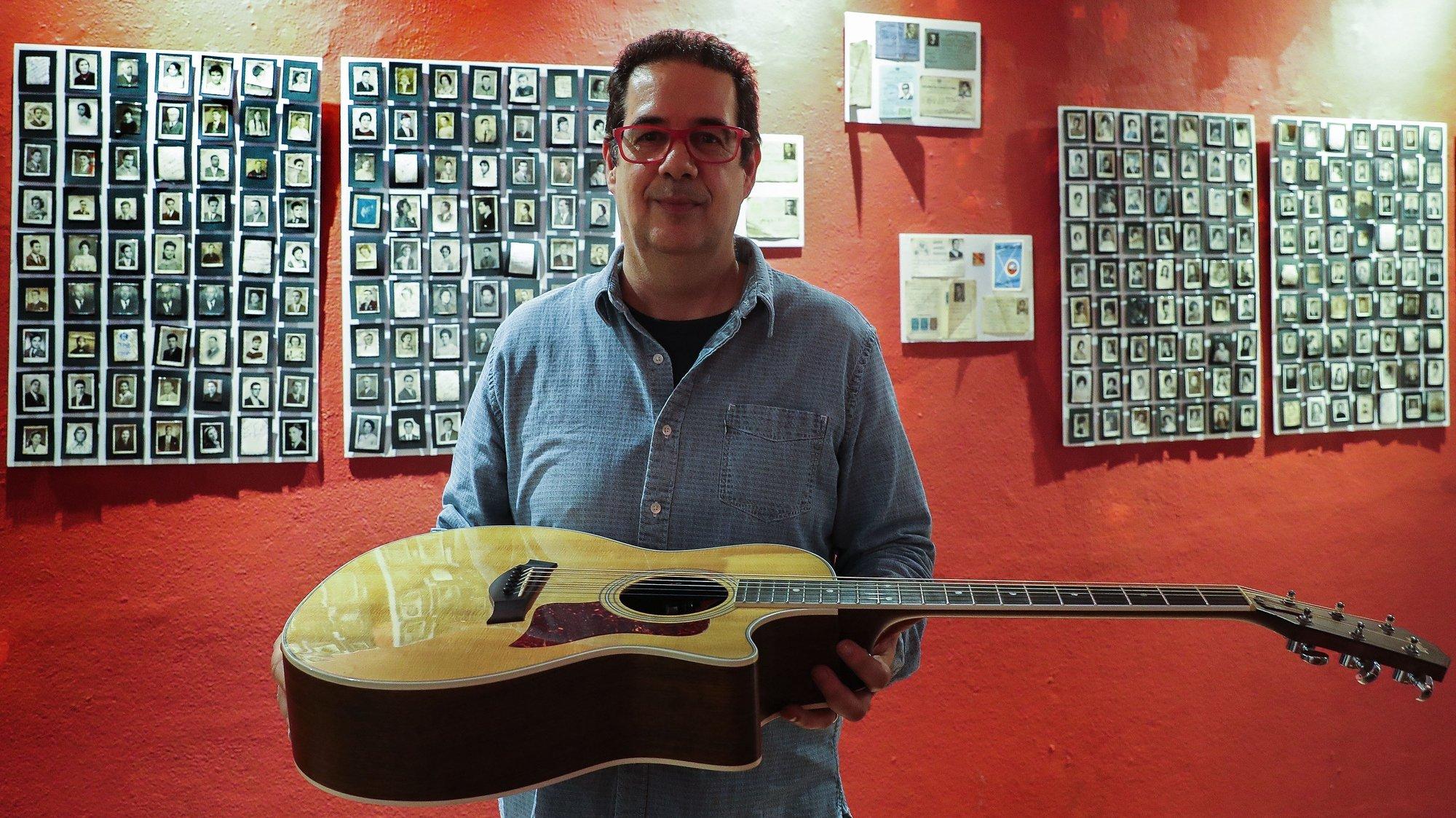 Mário Delgado (E) é um dos protagonistas da 5.ª edição do Guitarras ao Alto, iniciativa que decorre em maio e junho em vários locais do Alentejo e que hoje foi apresentada na Fábrica Braço de Prata, em Lisboa, 27 de março de 2019. JOÃO RELVAS/LUSA