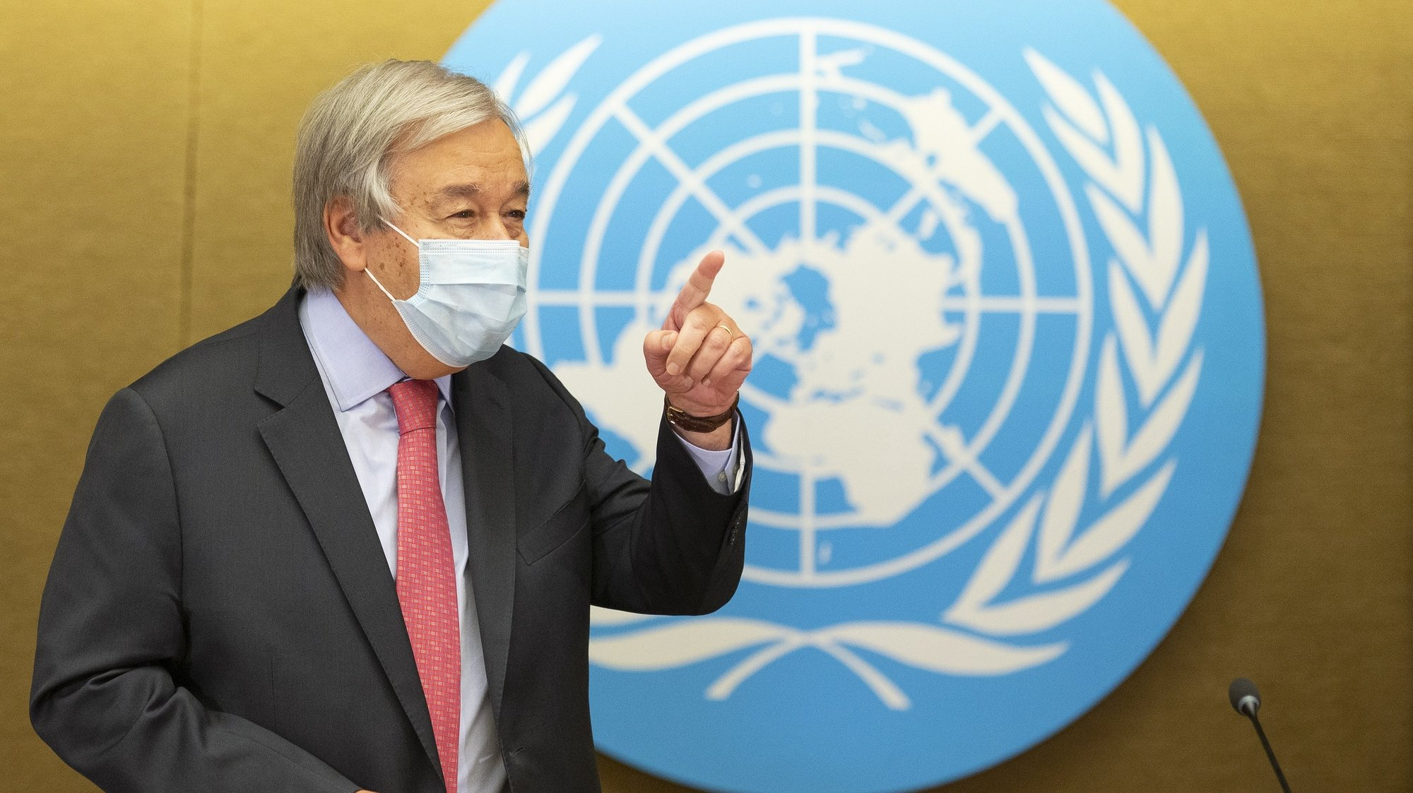 epa09465762 U.N. Secretary-General Antonio Guterres arrives for a press conference, during the High-Level Ministerial Event on the Humanitarian Situation in Afghanistan, at the European headquarters of the United Nation, in Geneva, Switzerland, 13 September 2021.  EPA/SALVATORE DI NOLFI