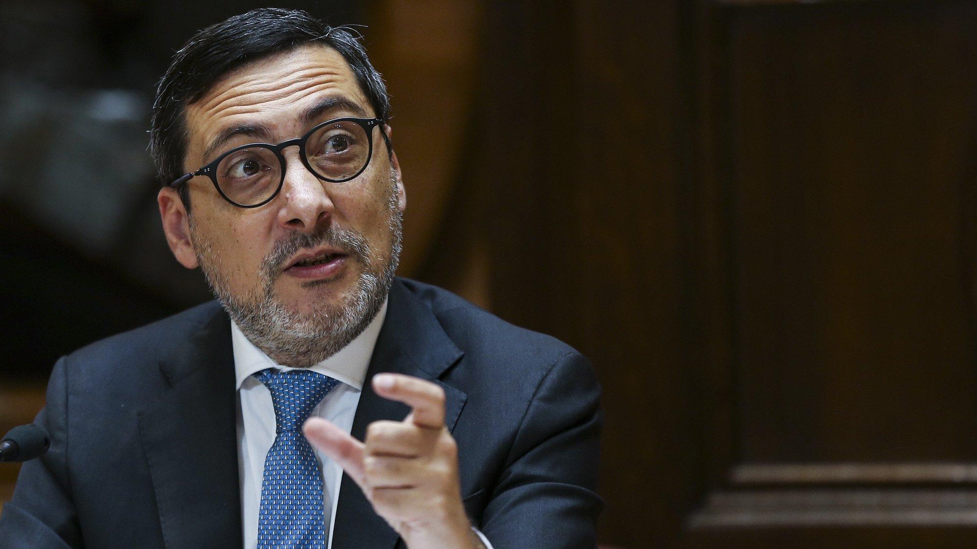 O secretário de Estado Adjunto dos Assuntos Fiscais, António Mendonça Mendes, intervém durante a sua audição perante a Comissão de Orçamento e Finanças, na Assembleia da República, em Lisboa, 03 de março de 2021. MANUEL DE ALMEIDA/LUSA