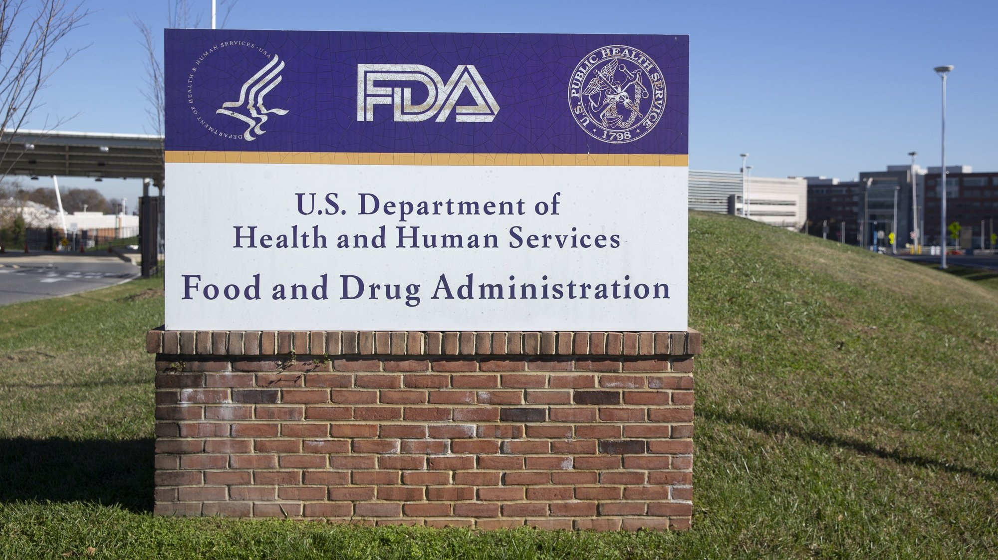 epa08831968 A United States Food and Drug Administration (FDA) sign is seen at the White Oak campus in Silver Spring, Maryland, USA, 20 November 2020. Pfizer Inc. and BioNTech SE are seeking authorization from regulators at the FDA to use their COVID-19 vaccine.  EPA/MICHAEL REYNOLDS