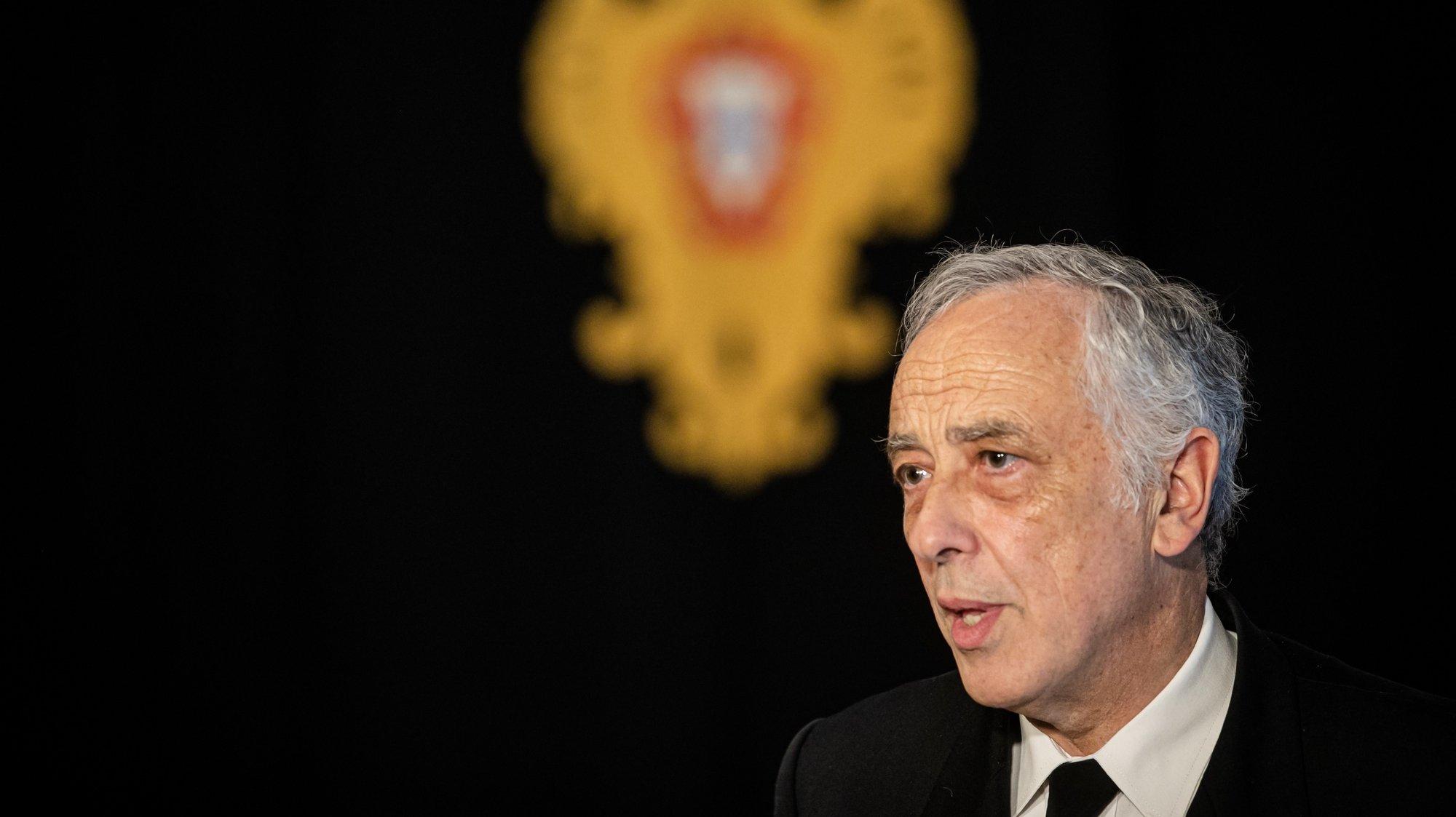 O chefe do Estado-Maior-General das Forças Armadas (CEMGFA), Almirante António Silva Ribeiro, à saída de uma audiência com o Presidente da República, Marcelo Rebelo de Sousa (ausente na fotografia), no Palácio de Belém, em Lisboa, 14 de abril de 2020. JOSÉ SENA GOULÃO/LUSA