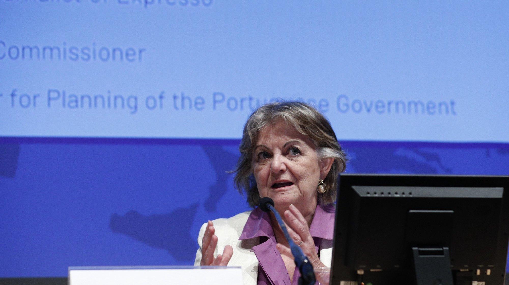 """A comissária Europeia para a Coesão e Reformas, Elisa Ferreira, intervém durante a conferência """"Fundos Europeus: Gestão, Controlo e Responsabilidades"""", em Lisboa, 21 de junho de 2021. ANTÓNIO COTRIM/LUSA"""