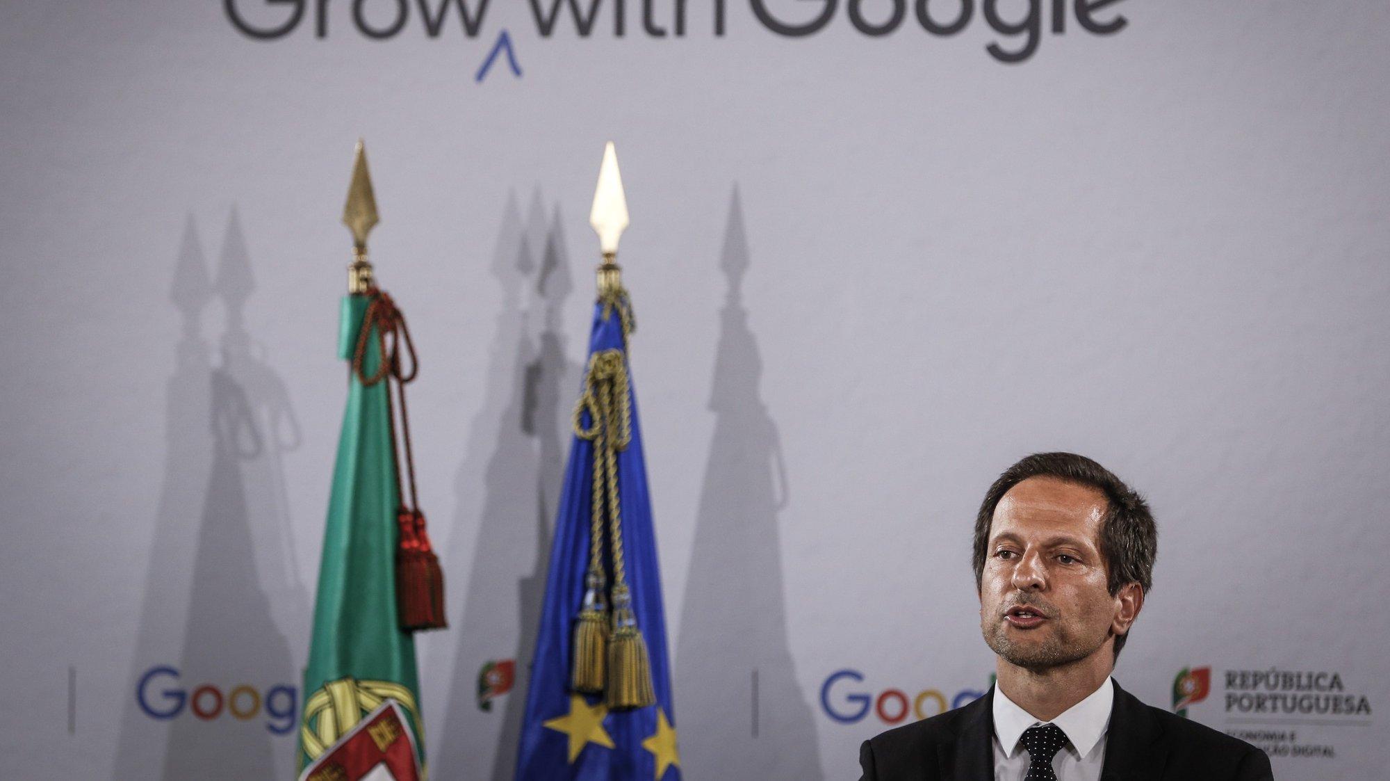 O secretario de Estado, para a Transição Digital, Andre de Aragão Azevedo, discursa durante a cerimonia de assinatura do memorando de entendimento entre o Governo de Portugal e a Google Portugal, no Ministério da Economia, em Lisboa, 29 de setembro de 2020. RODRIGO ANTUNES/LUSA