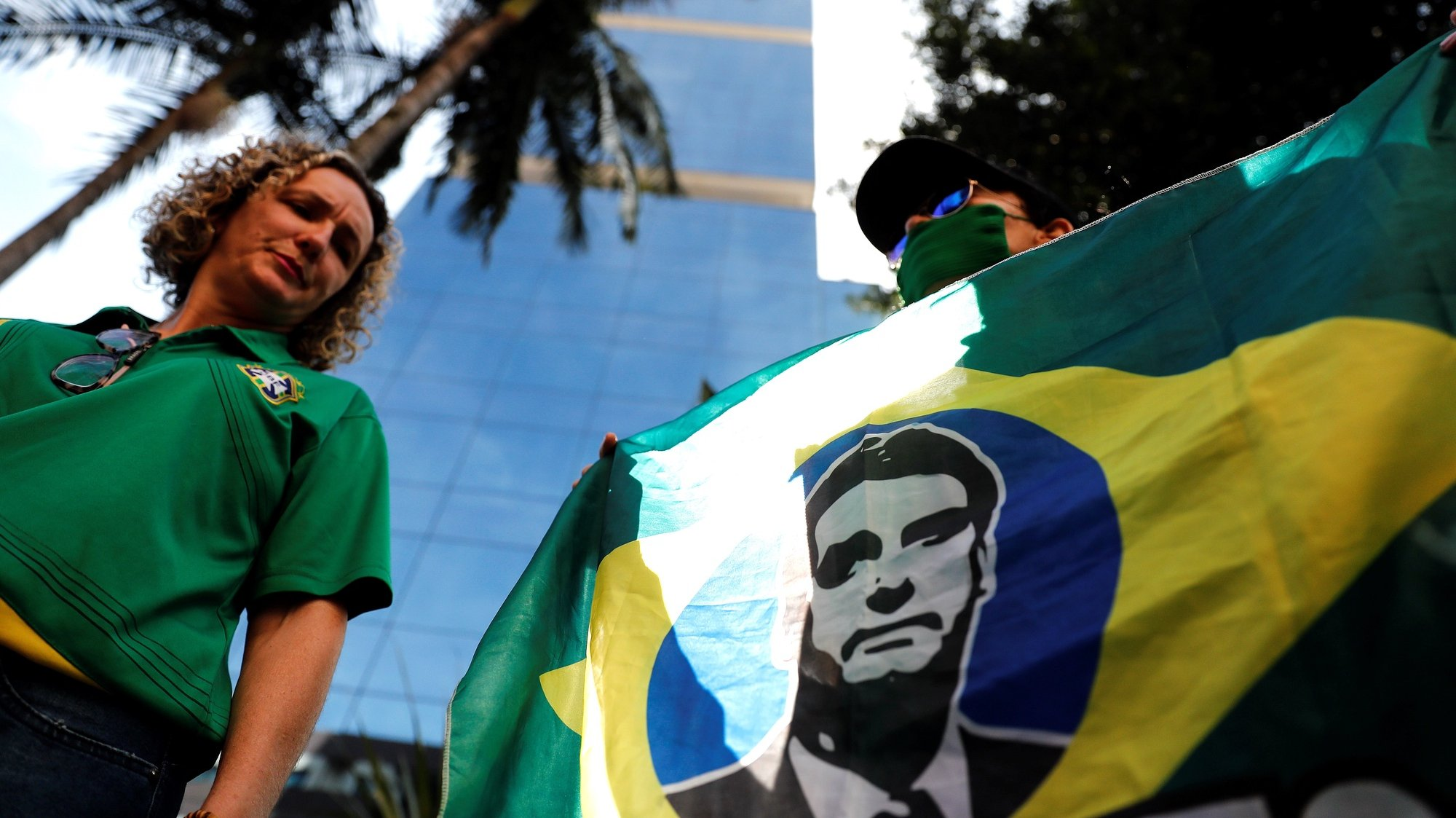 epa09346764 Groups of supporters of the President of Brazil Jair Bolsonaro carry out an act of support in front of the Vila Nova Star hospital, in Sao Paulo, Brazil, 15 July 2021. Bolsonaro 'evolves' favorably after undergoing a treatment to unblock his intestine and, if he continues like this, he will not need to undergo surgery, his son Senator Flavio Bolsonaro reported on 15 July.  EPA/Sebastiao Moreira