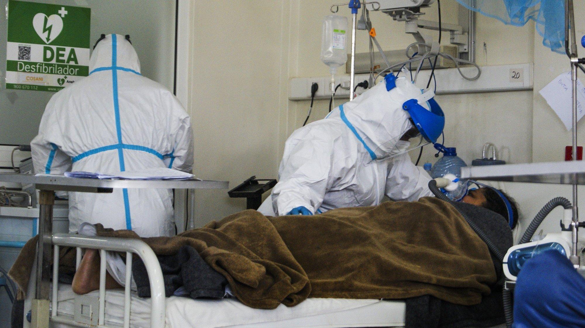O Hospital Geral da Polana Caniço, na capital do país, passou a receber diariamente em média 16 doentes em estado crítico, contra seis recebidos nas primeira e segunda vagas. A terceira vaga da covid-19 ameaça o sistema de Saúde em, Maputo, Moçambique, 15 de julho de 2021). As medidas anunciadas para vigorar durante 30 dias a partir de sábado incluem a proibição de todos os eventos sociais, mesmo os privados, redução significativa de horários do comércio, suspensão do ensino pré-escolar em todo o país e das aulas presenciais nos restantes níveis de ensino em Maputo (área metropolitana), Xai Xai, Inhambane, Beira, Chimoio, Tete e Dondo. (ACOMPANHA TEXTO DE DIA 17 DE JULHO DE 2021). LUÍSA NHANTUMBO/LUSA