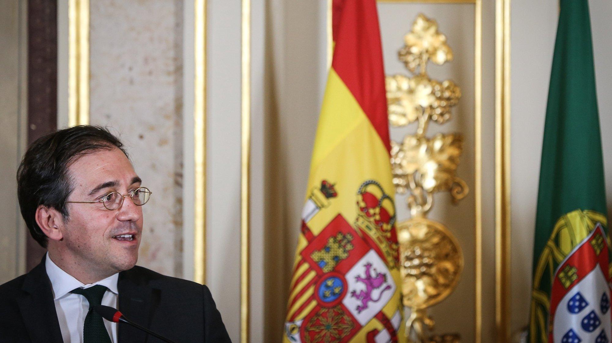O ministro de Estado e dos Negócios Estrangeiros Espanhol, José Manuel Albares, intervém numa conferencia de imprensa após uma reunião de trabalho com o seu homólogo de Portugal, Augusto Santos Silva (ausente da foto), onde foram abordados tópicos das relações bilaterais, nomeadamente o início da preparação da próxima Cimeira Luso-Espanhola, bem como a coordenação em matéria de Covid-19, a recuperação económica europeia e temas da agenda internacional, como a situação na Venezuela, em Moçambique ou no Sahel, em Lisboa, 04 de agosto de 2021.  RODRIGO ANTUNES/LUSA