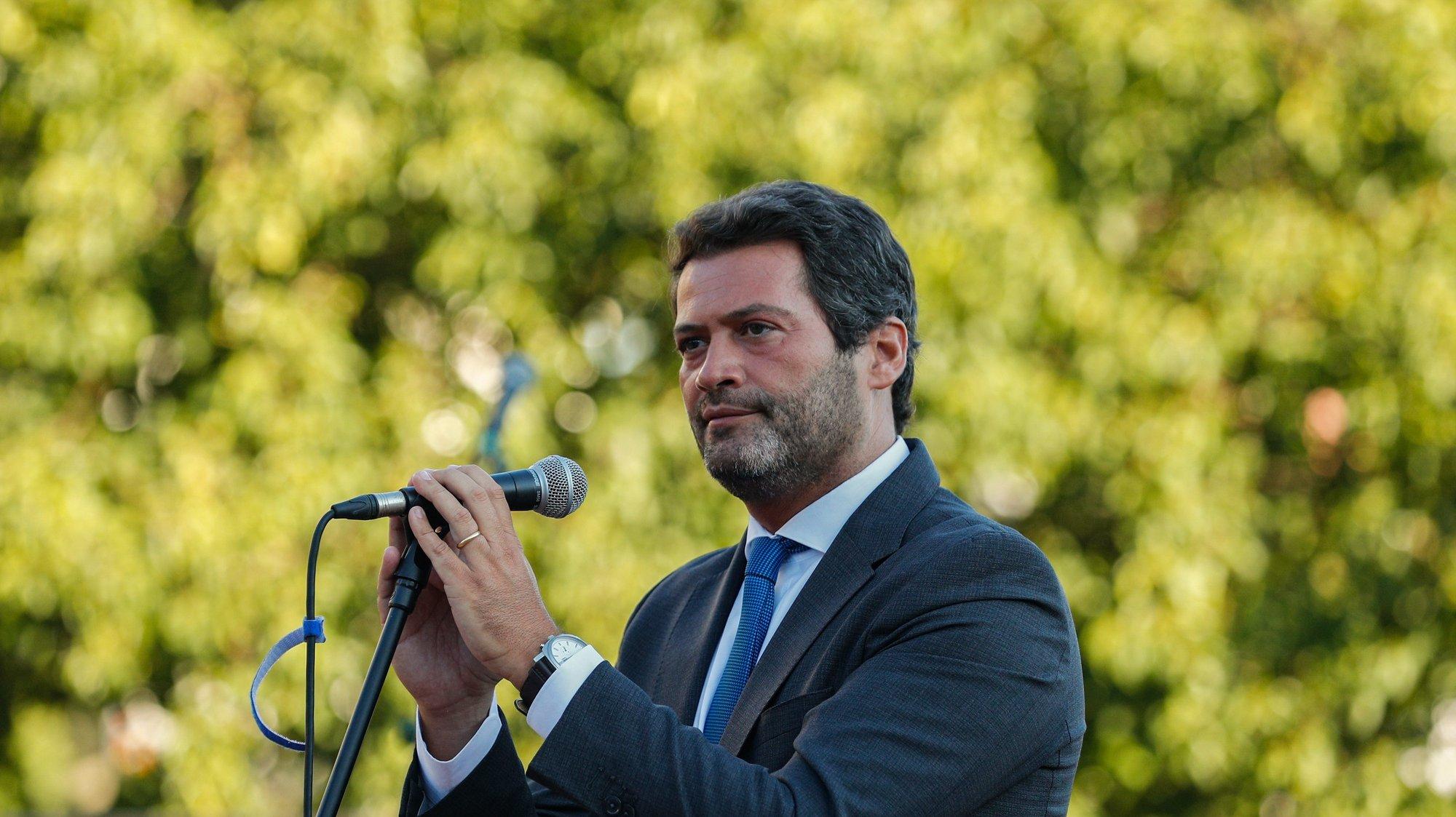 O presidente do partido Chega, André Ventura, discursa durante o comício de arranque de pré-campanha para as eleições autárquicas, na Amadora, 04 de setembro de 2021. ANTÓNIO COTRIM/LUSA