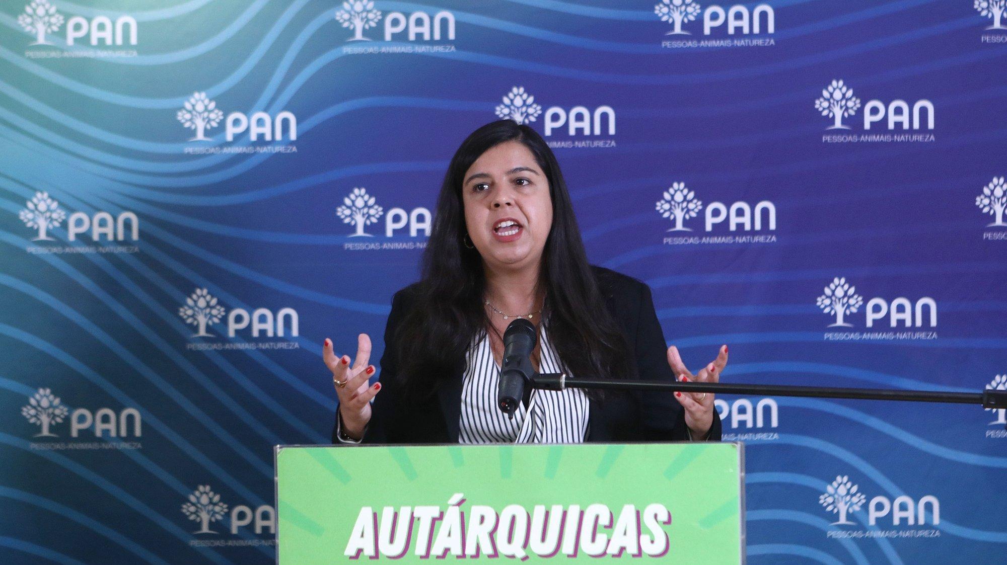 A porta-voz do PAN - Pessoas-Animais-Natureza, Inês de Sousa Real, intervém durante a apresentação do programa eleitoral ao concelho, em Lisboa, 14 de setembro de 2021. ANTÓNIO PEDRO SANTOS/LUSA