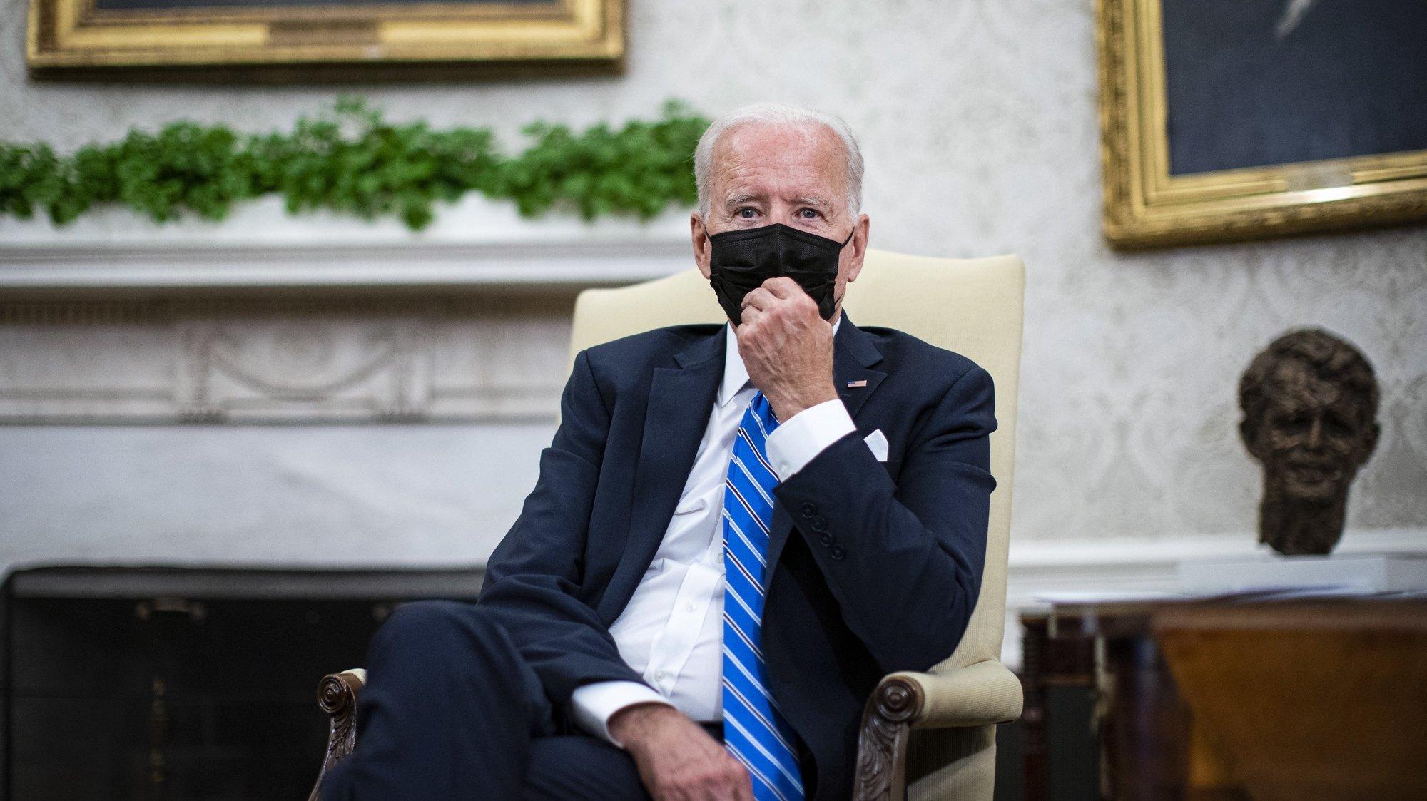 epa09480657 US President Joe Biden meets with British Prime Minister Boris Johnson in the Oval Office of the White House, in Washington, DC, USA, 21 September 2021.  EPA/Al Drago / POOL