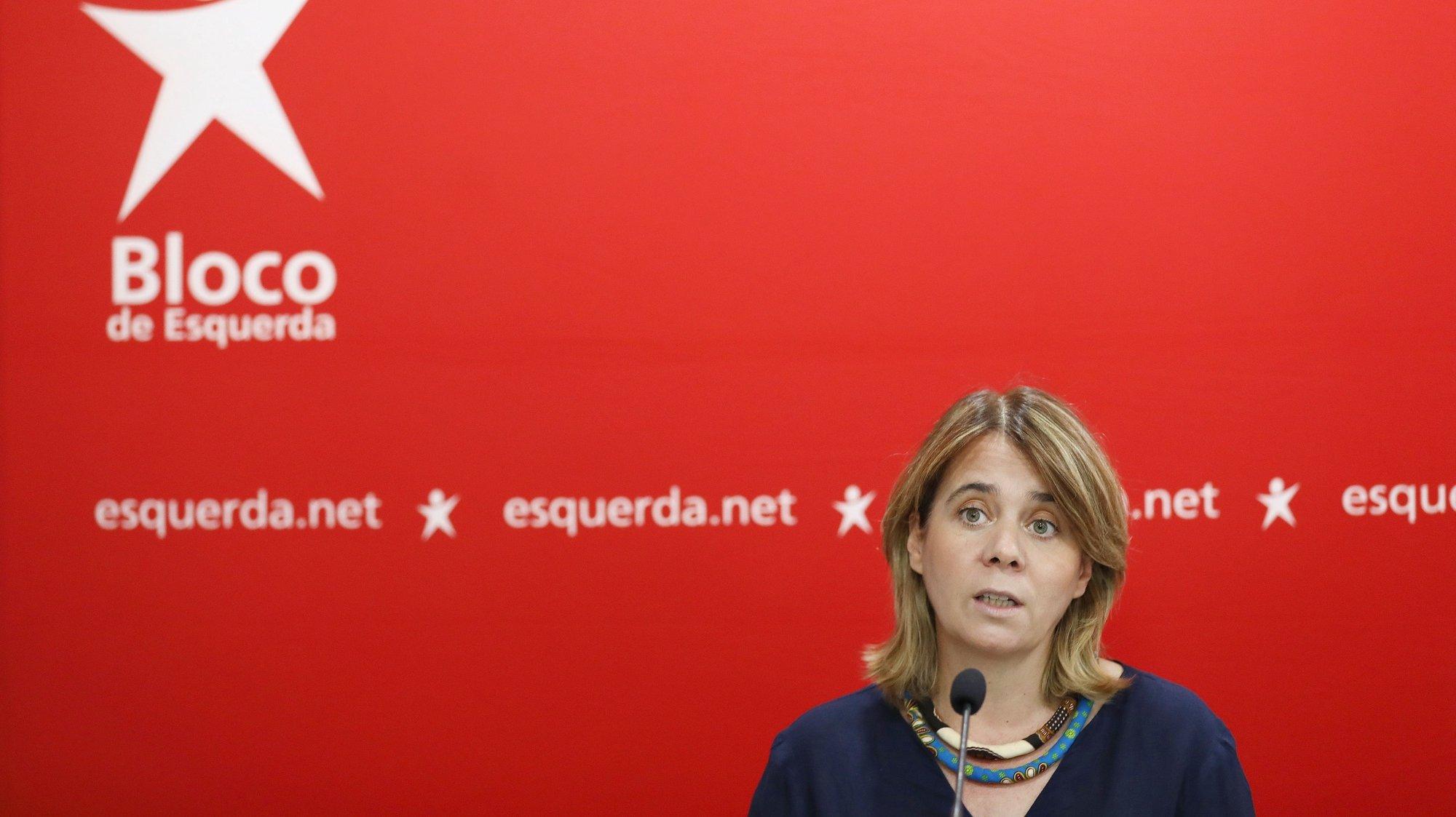 A coordenadora do Bloco de Esquerda (BE) Catarina Martins, fala aos jornalistas durante uma conferência de imprensa após a reunião da Mesa Nacional do partido, para analisar a atual situação política nacional, fazer o balanco das eleições autárquicas e debater o processo de preparação do Orçamento do Estado para 2022, em Lisboa, 02 de outubro de 2021. ANTÓNIO PEDRO SANTOS