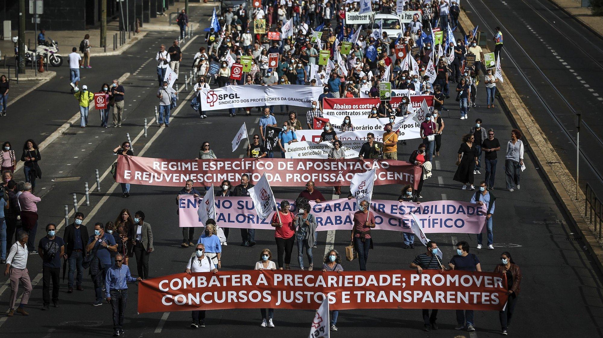 Manifestação nacional de professores e educadores convocada pela Federação nacional dos Professores (FENPROF) para exigir que as condições de trabalho e os direitos dos professores sejam respeitados, em Lisboa, 05 de outubro de 2021.  RODRIGO ANTUNES/LUSA
