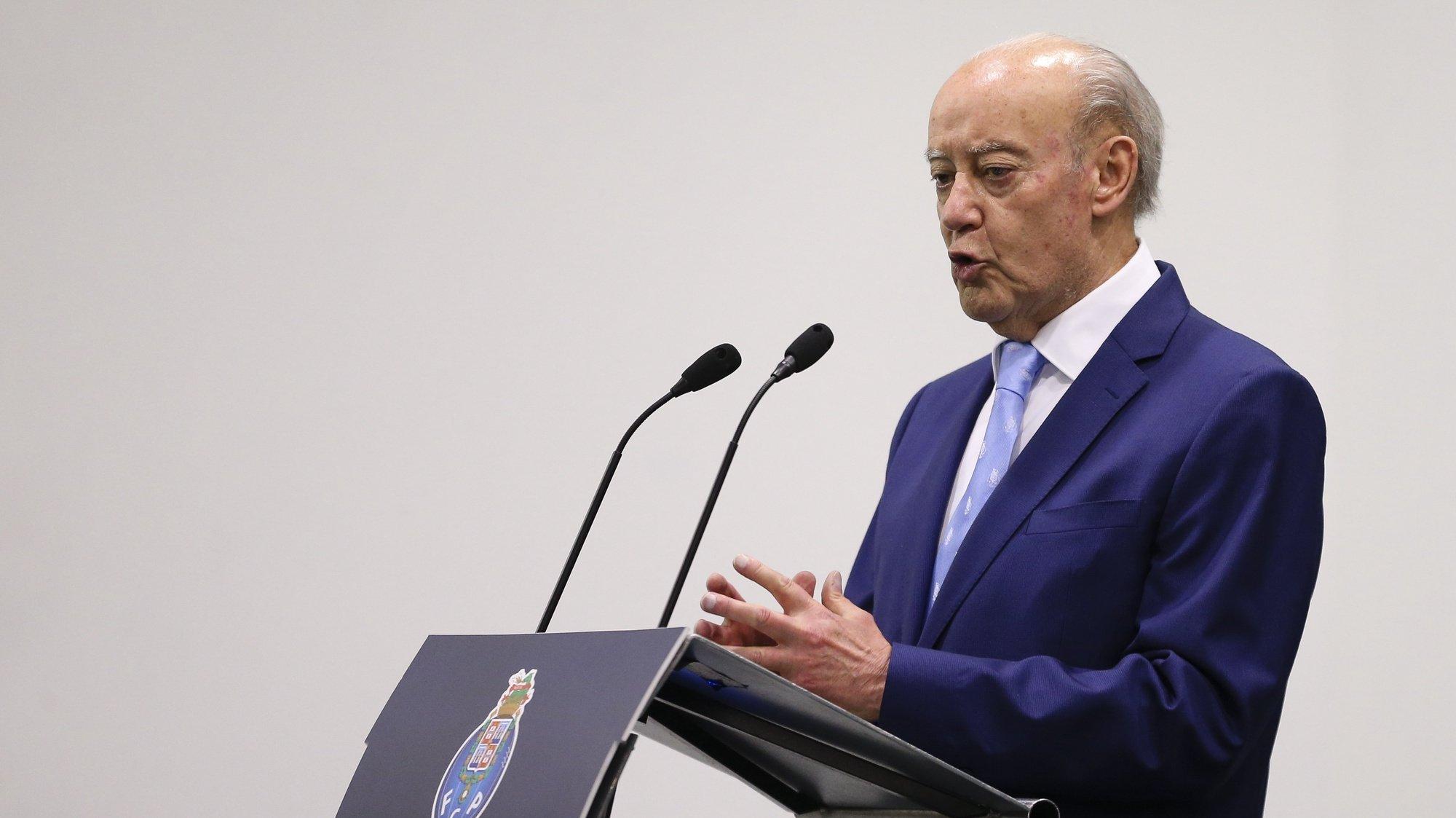O presidente reeleito do FC Porto, Jorge Nuno Pinto da Costa discursa durante a tomada de posse dos órgãos sociais do FC Porto, no estádio do Dragão, Porto, 9 de junho de 2020. JOSÉ COELHO/LUSA