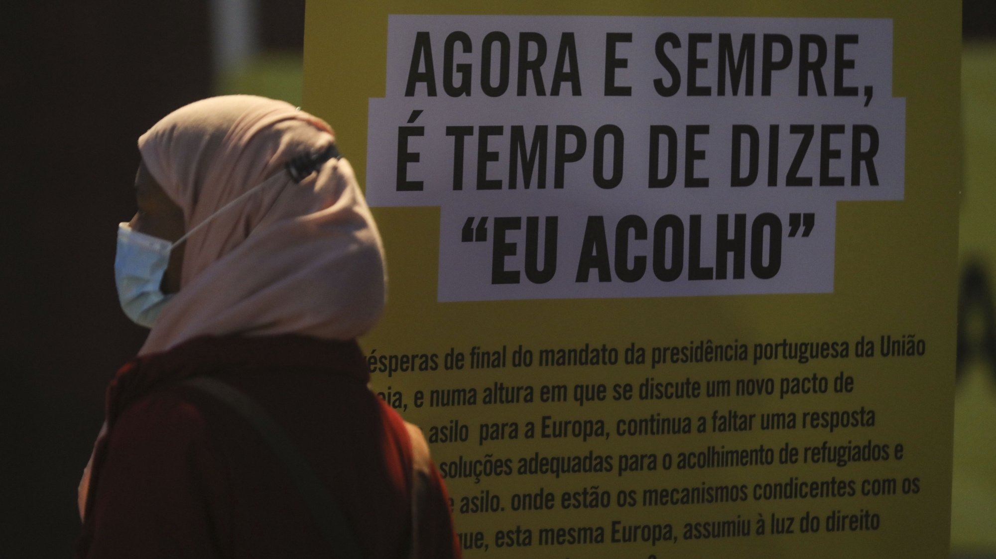 """Iniciativa """"Acender uma Vela pelos Migrantes e Refugiados"""". A Cáritas convida a acender uma vela e deixar uma mensagem de esperança, lembrando que """"cada pessoa que sai do seu país tem uma motivação que em muitas situações o ultrapassa e que o acolhimento deve ser o primeiro gesto de quem o recebe"""", Lisboa, 20 de junho de 2021. MIGUEL A. LOPES/LUSA"""